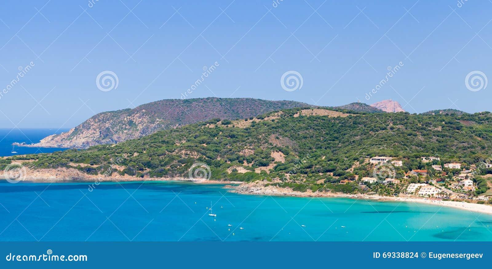 Paesaggio costiero di estate della corsica del sud for Casa di piantagioni del sud