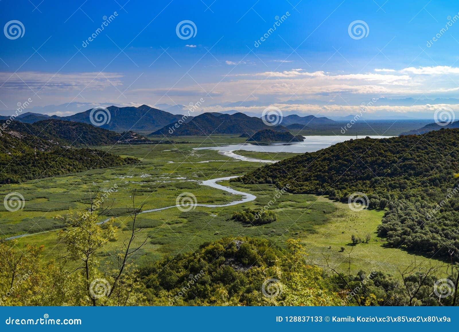 Paesaggio del fiume di Crnojevica nel Montenegro