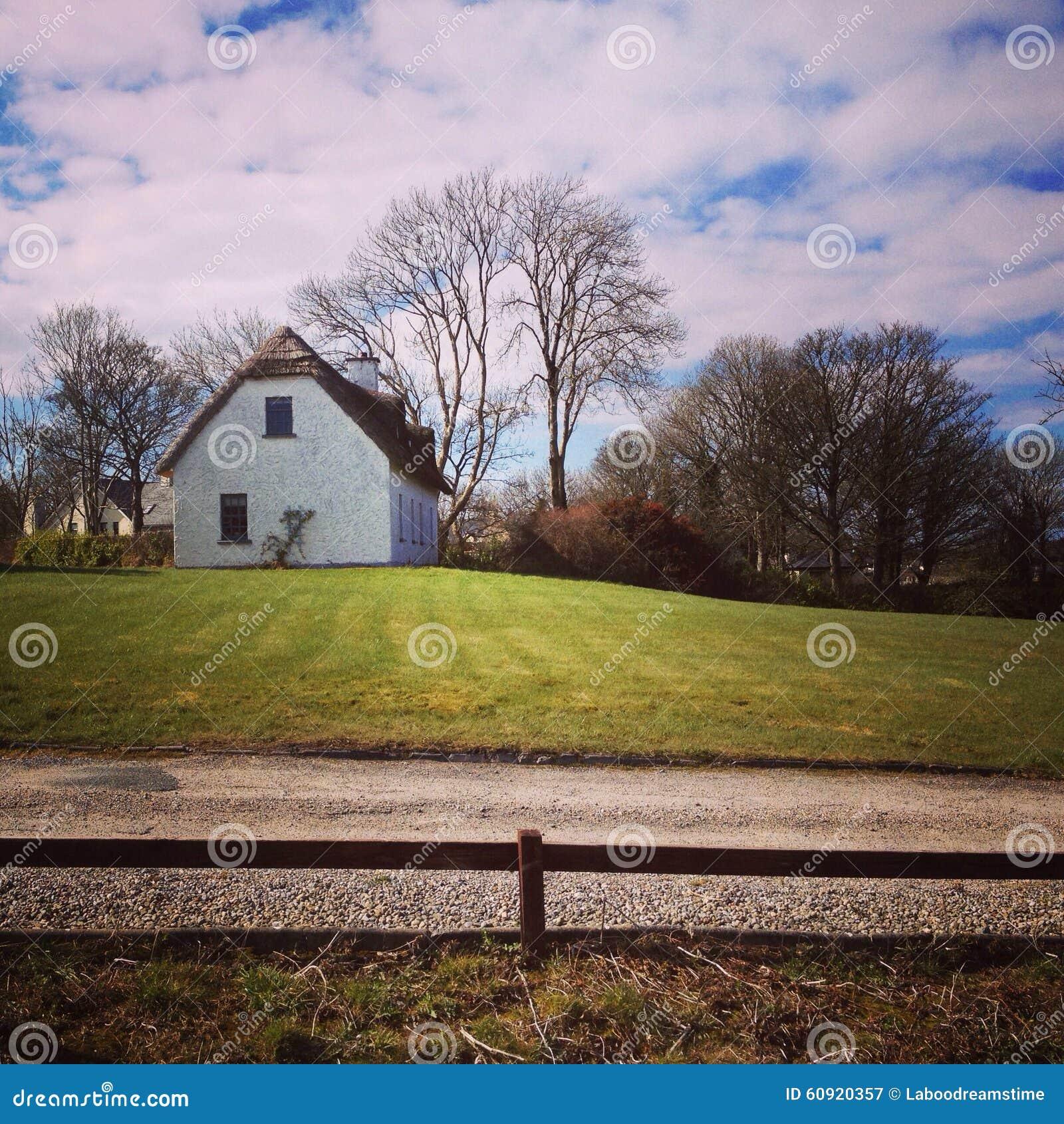 Paesaggio dell 39 irlandese casa di campagna in natura for Casa tradizionale islandese