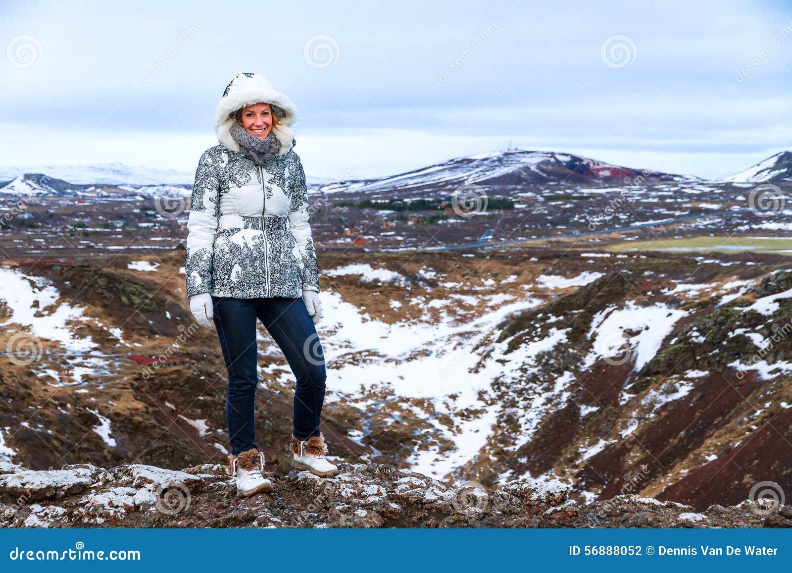Paesaggio della donna di inverno