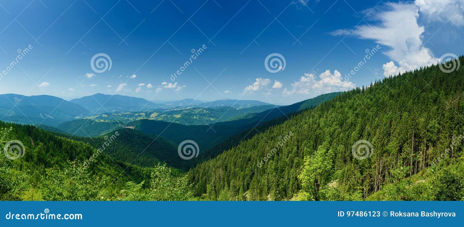 Paesaggio della montagna carpatica