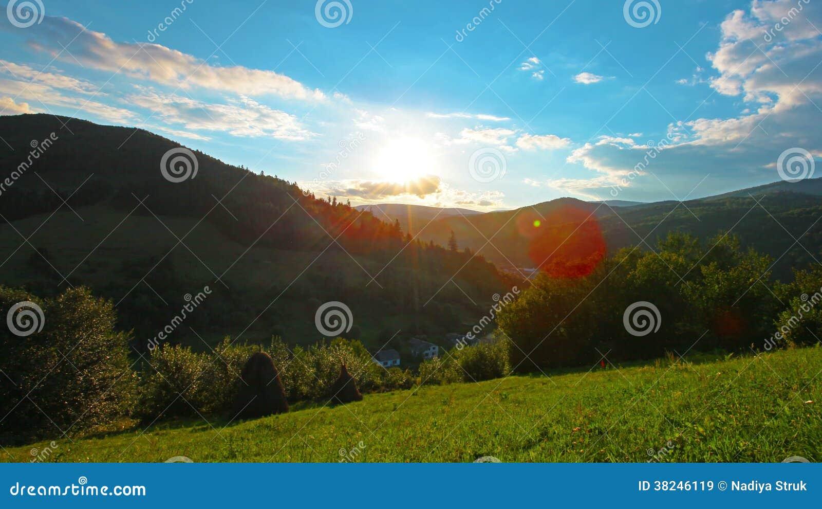 Paesaggio Della Montagna 4k Hd Pieno 4096x2304 Archivi Video