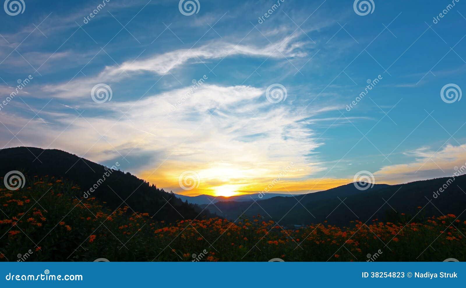 Paesaggio Della Montagna 4k Hd Pieno 4096x2304 Video D Archivio