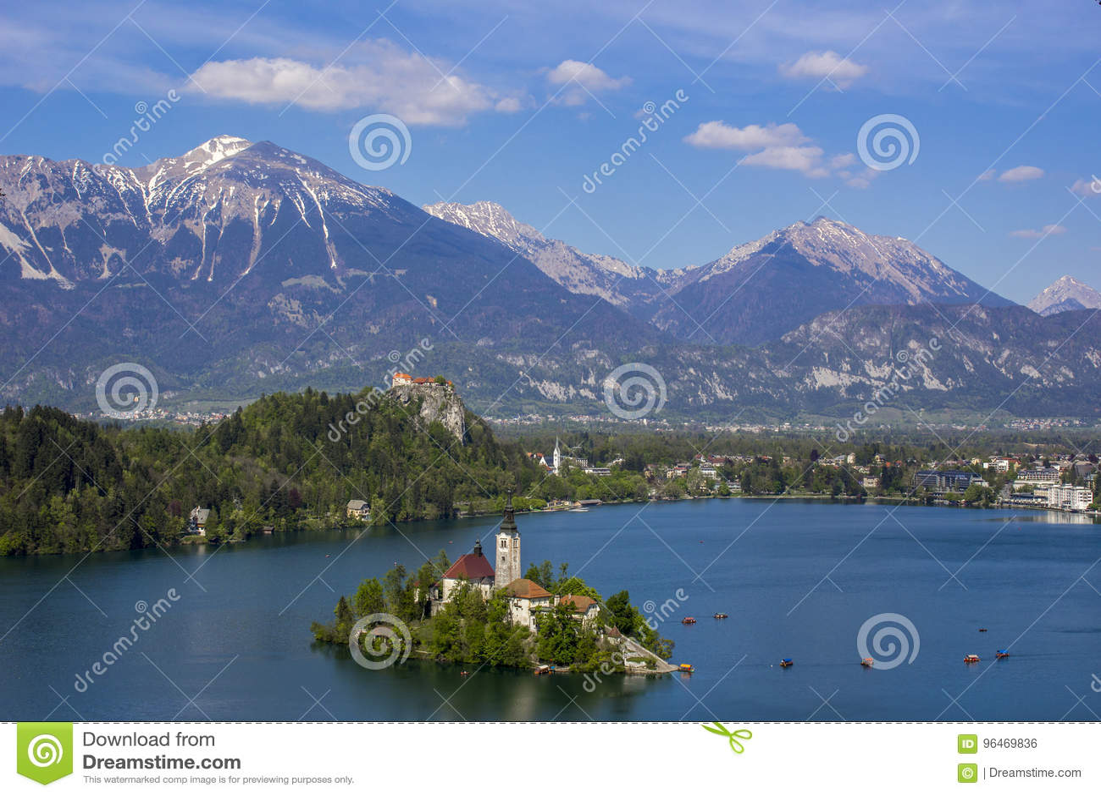 Paesaggio della montagna in lago sanguinato, Slovenia