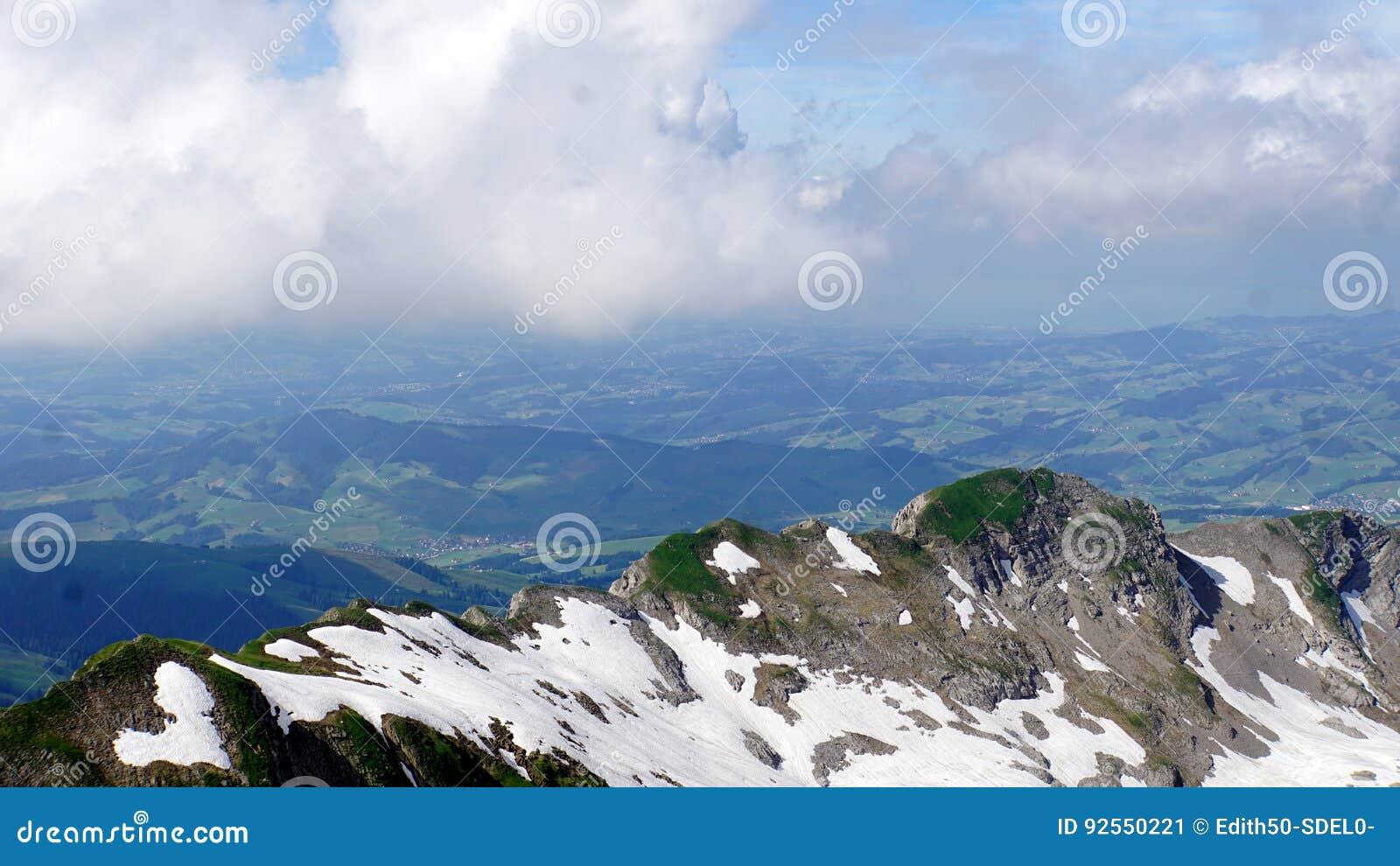 Paesaggio della montagna nelle alpi svizzere