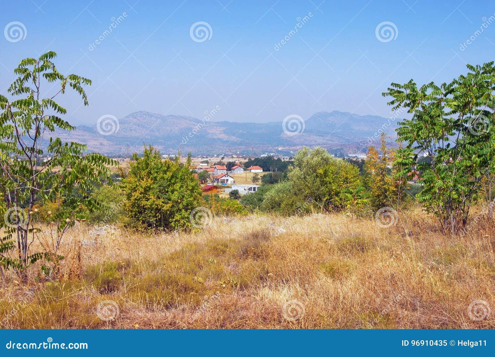 Paesaggio di Montenegrian Vista dalla collina di Dajbabe montenegro