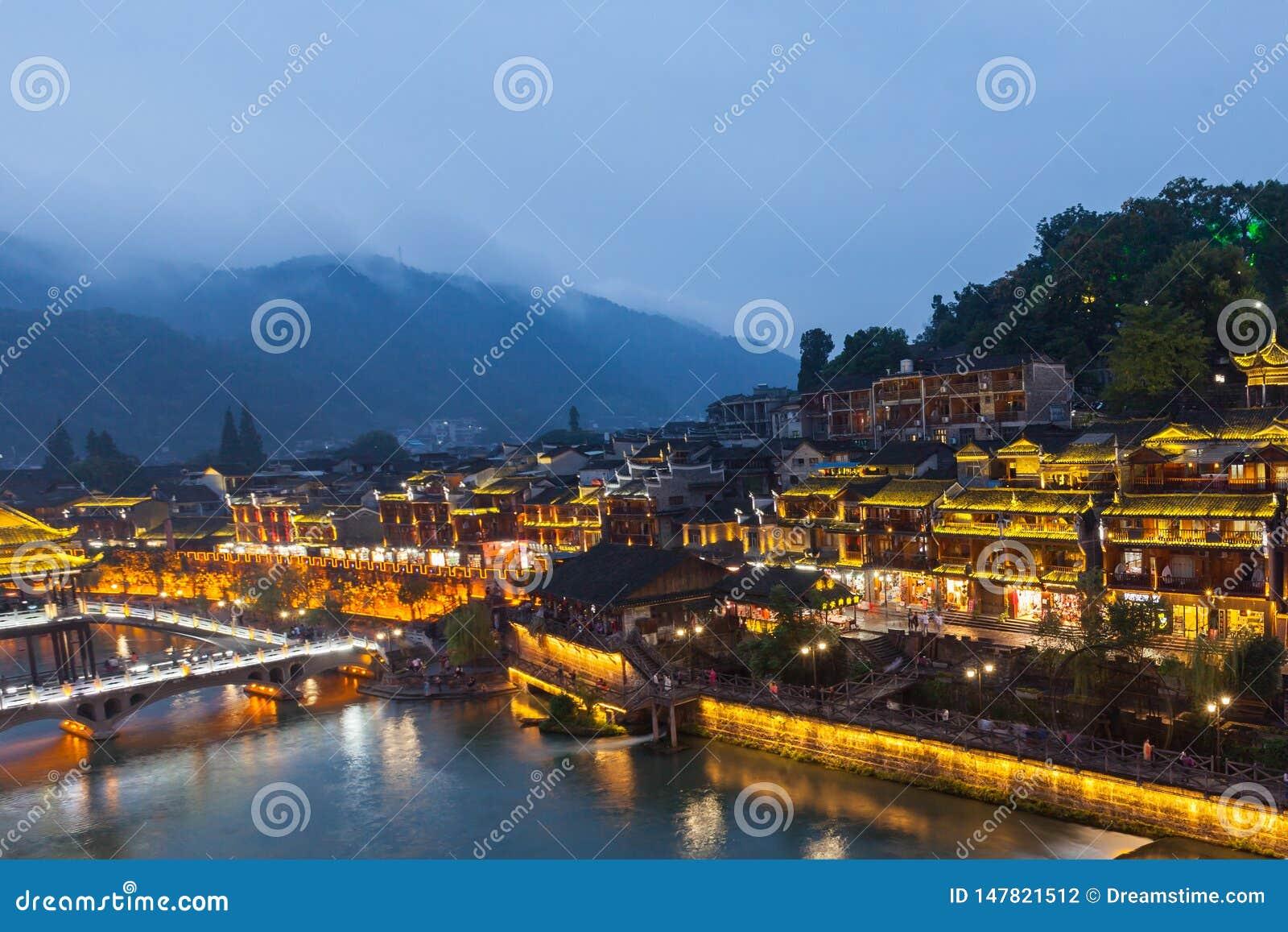 Paesaggio di notte della citt? antica di Fenghuang del Hunan