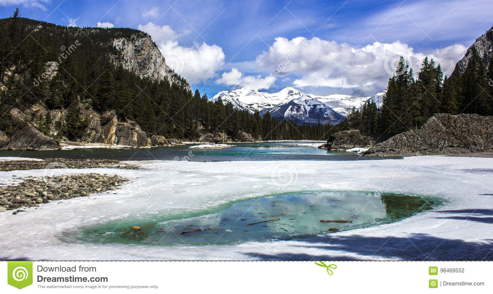 Paesaggio di Snowy in Banff, Alberta, Canada
