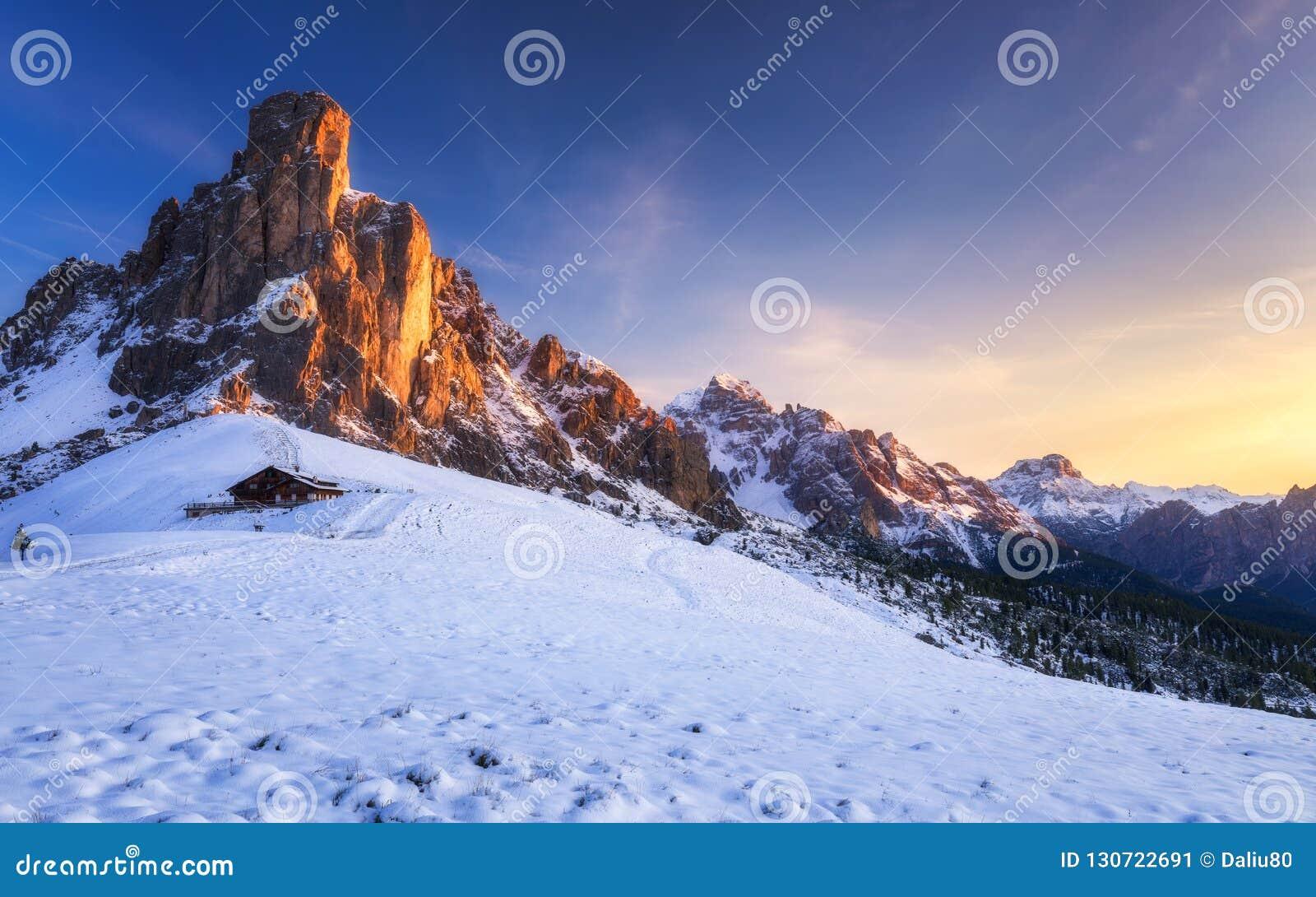 Paesaggio fantastico di inverno, Passo Giau con Ra Gusela famoso, NU