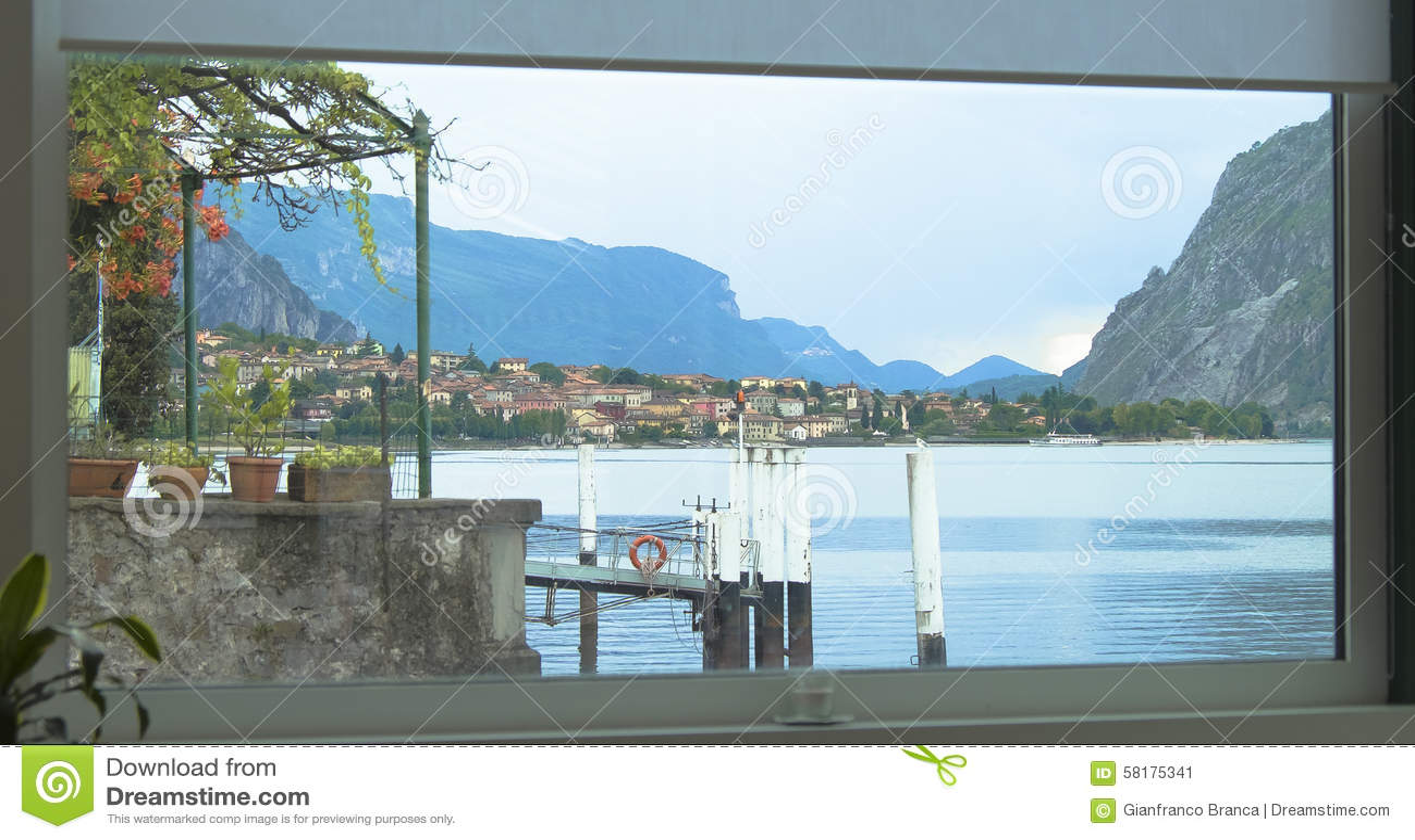 Paesaggio fuori la finestra