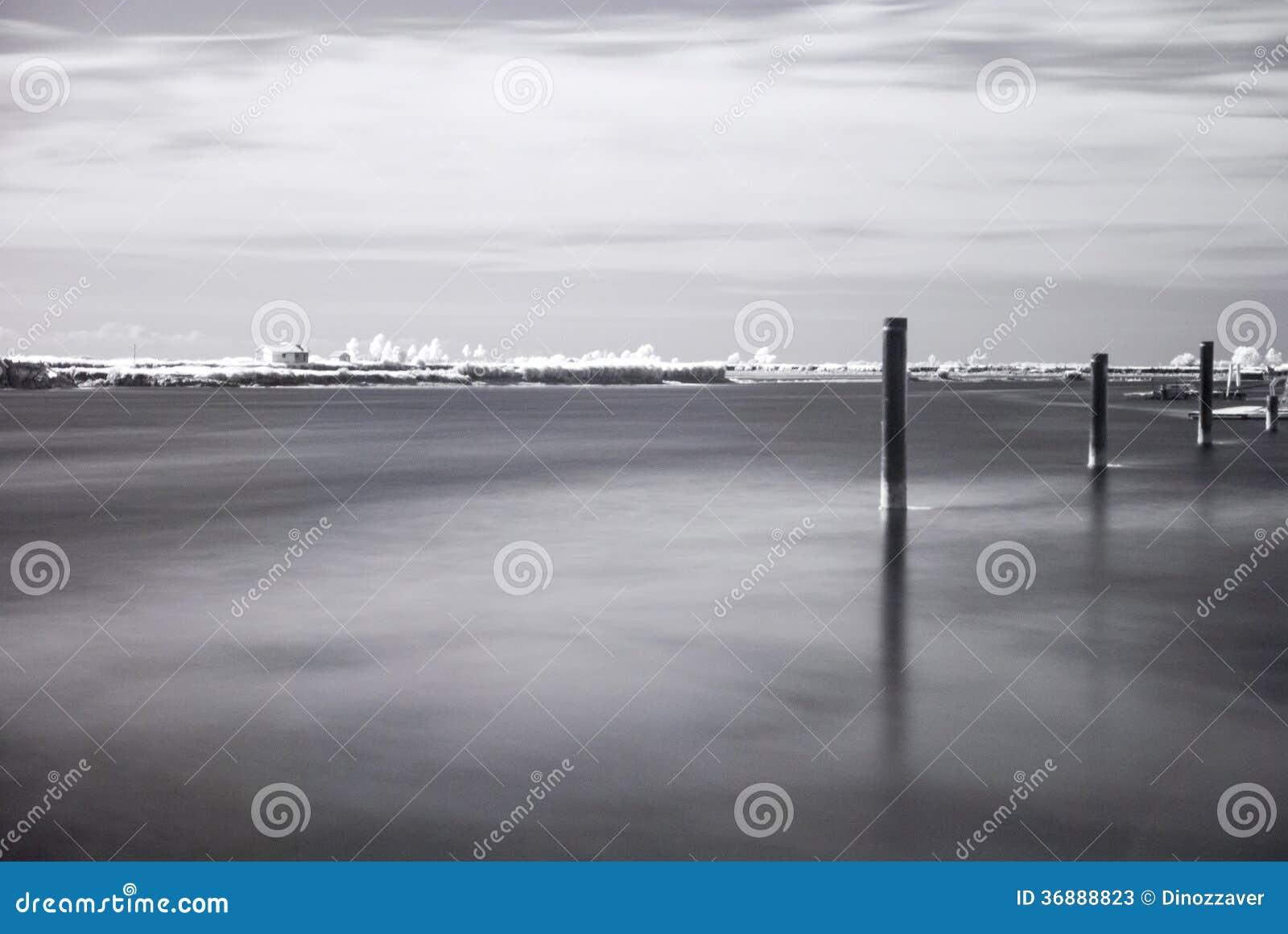 Download Paesaggio Infrarosso Di Acqua E Degli Alberi Immagine Stock - Immagine di esterni, composizione: 36888823