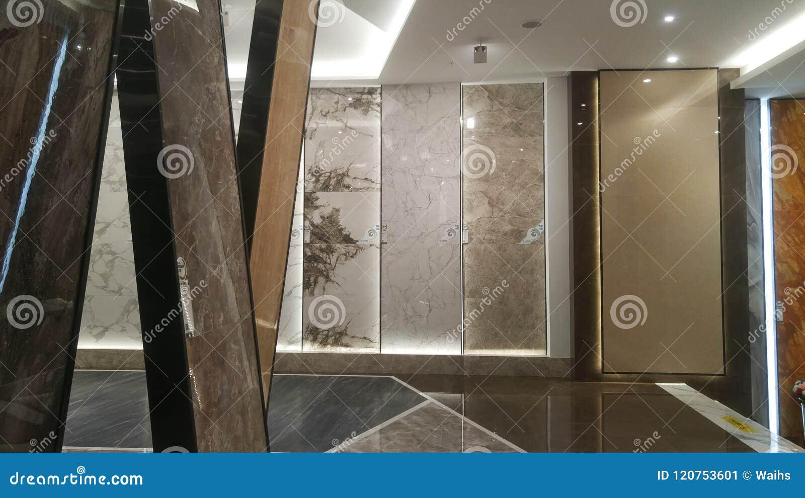 Paesaggio interno del deposito di marmo della piastrella di