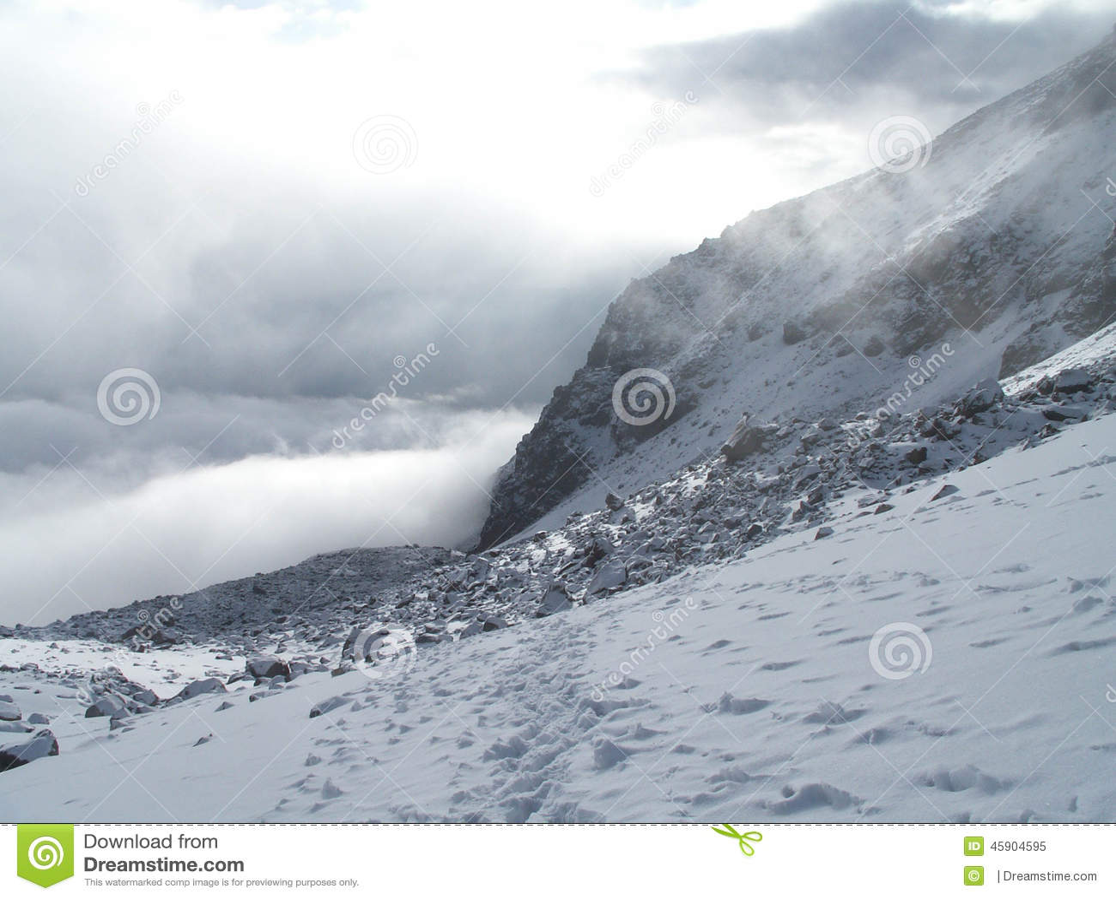 Paesaggio nuvoloso di Chachani del supporto