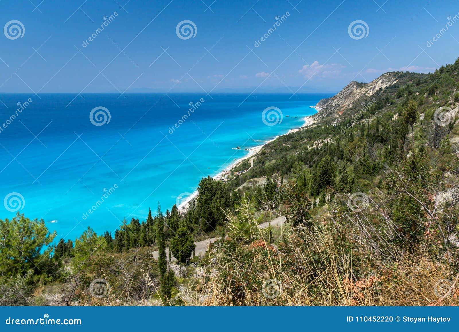 Paesaggio panoramico con acque blu, Leucade, Grecia