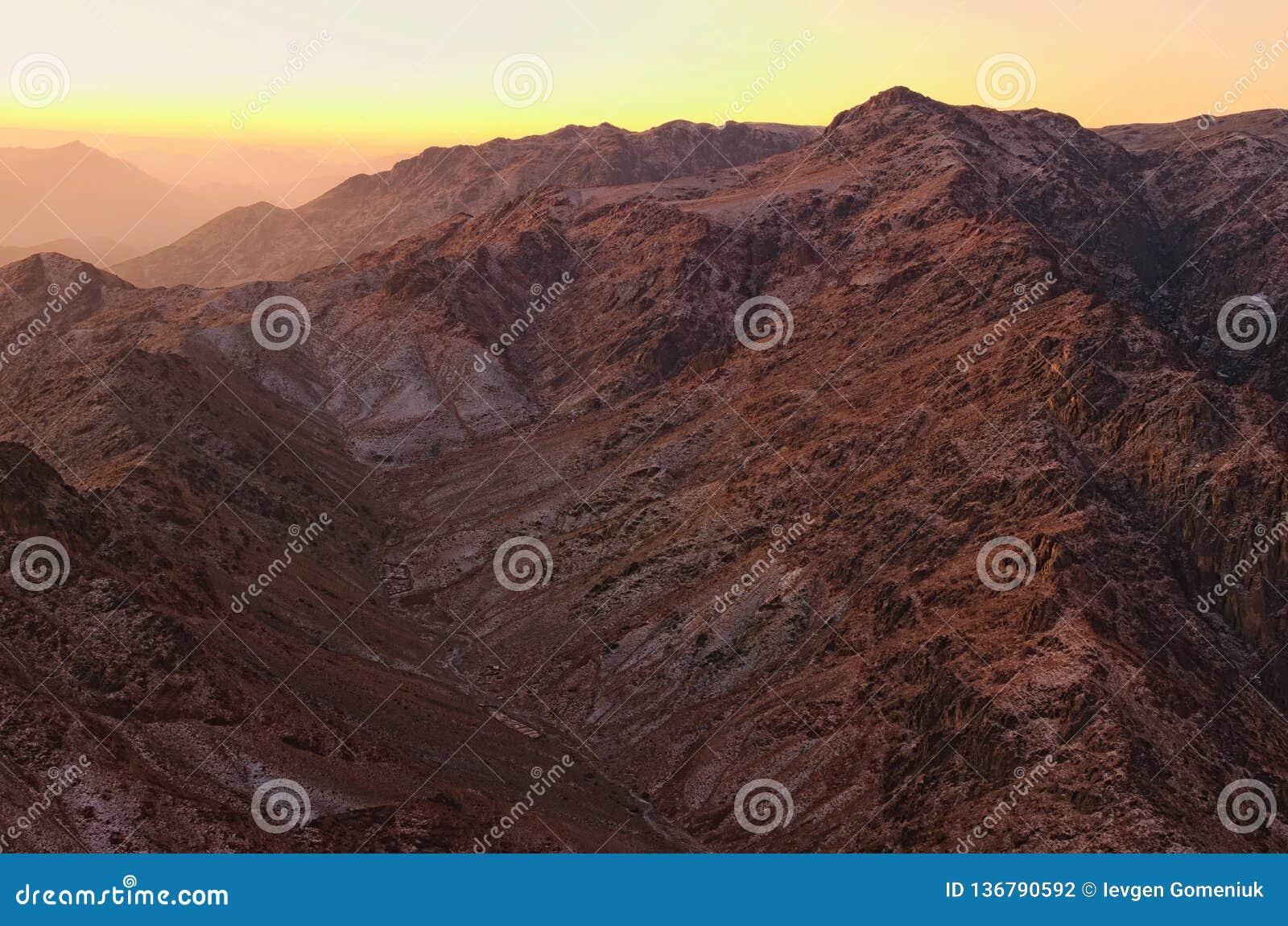 Paesaggio scenico nelle montagne ad alba Vista di stupore dal supporto Horeb, Gabal Musa, Moses Mount di monte Sinai