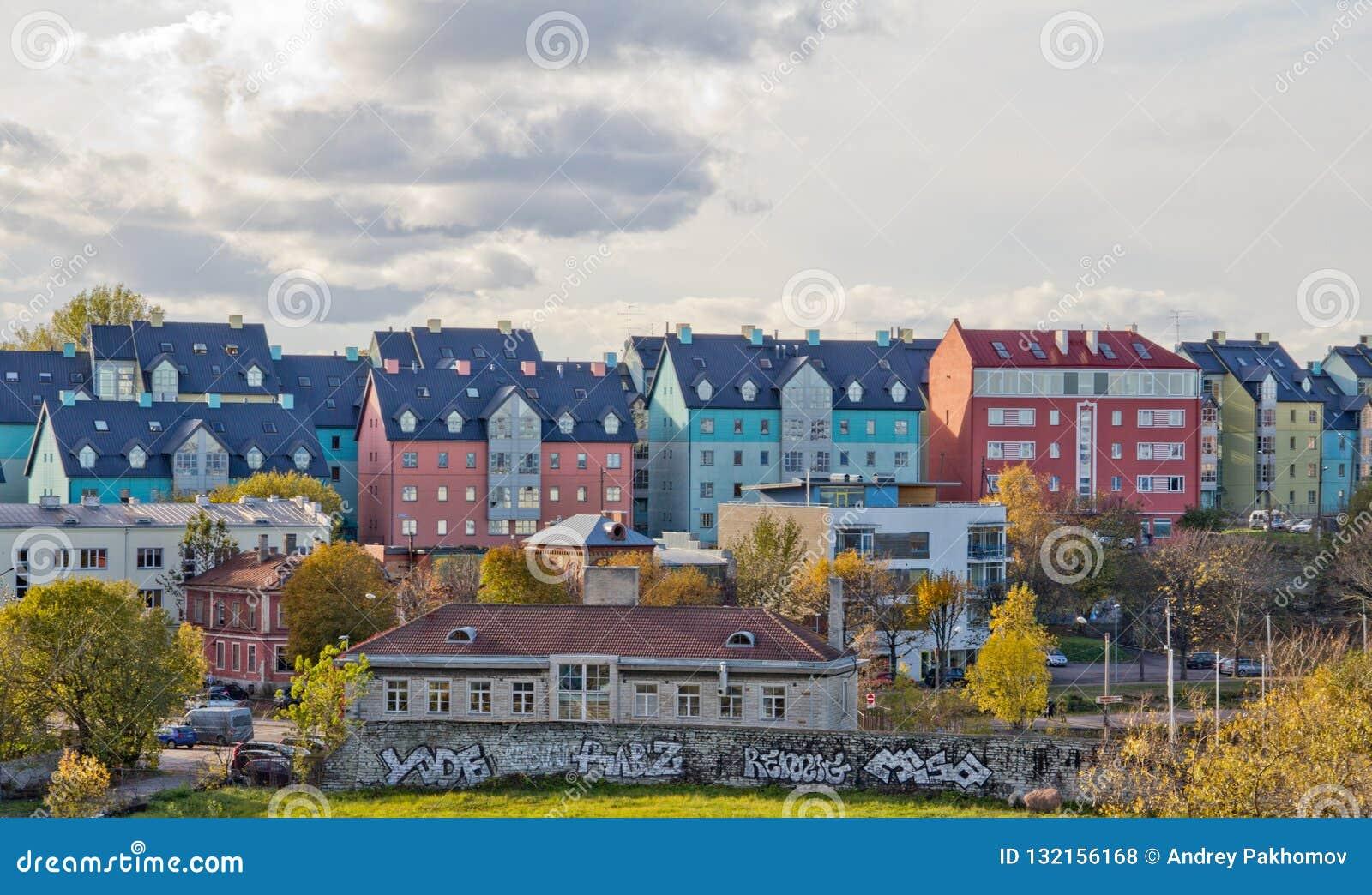 Paesaggio urbano aereo con Città Vecchia medievale, tetti arancio Muro di cinta di Tallinn di mattina, Tallinn, Estonia