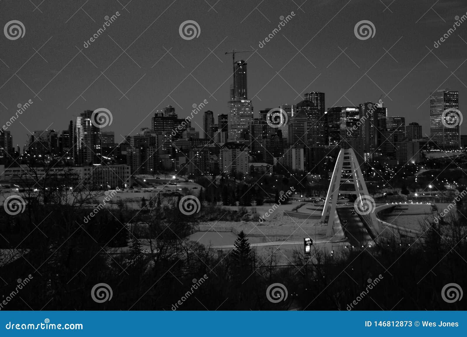 Paesaggio urbano in bianco e nero di Edmonton, Alberta, Canada