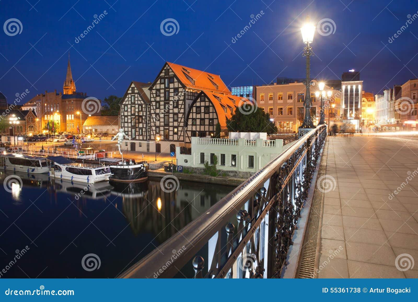Paesaggio urbano di notte di Bydgoszcz in Polonia