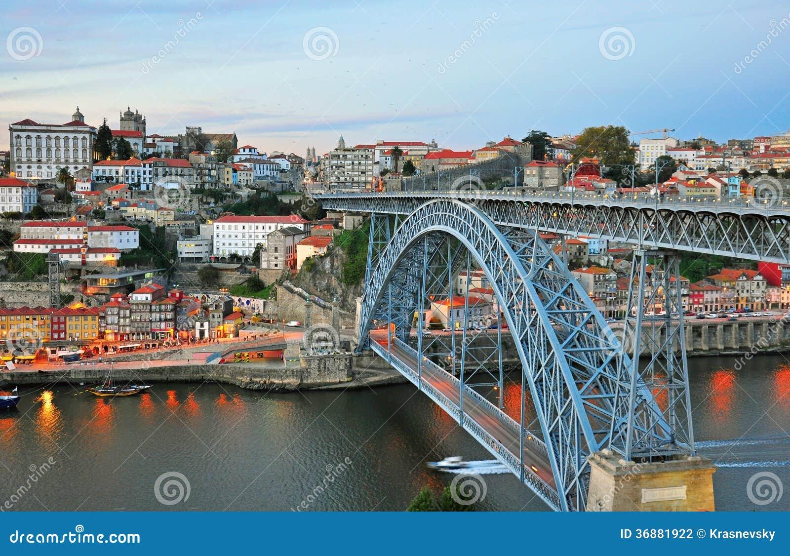 Download Paesaggio Urbano Di Oporto Sul Tramonto Fotografia Stock - Immagine di ponticello, coltura: 36881922