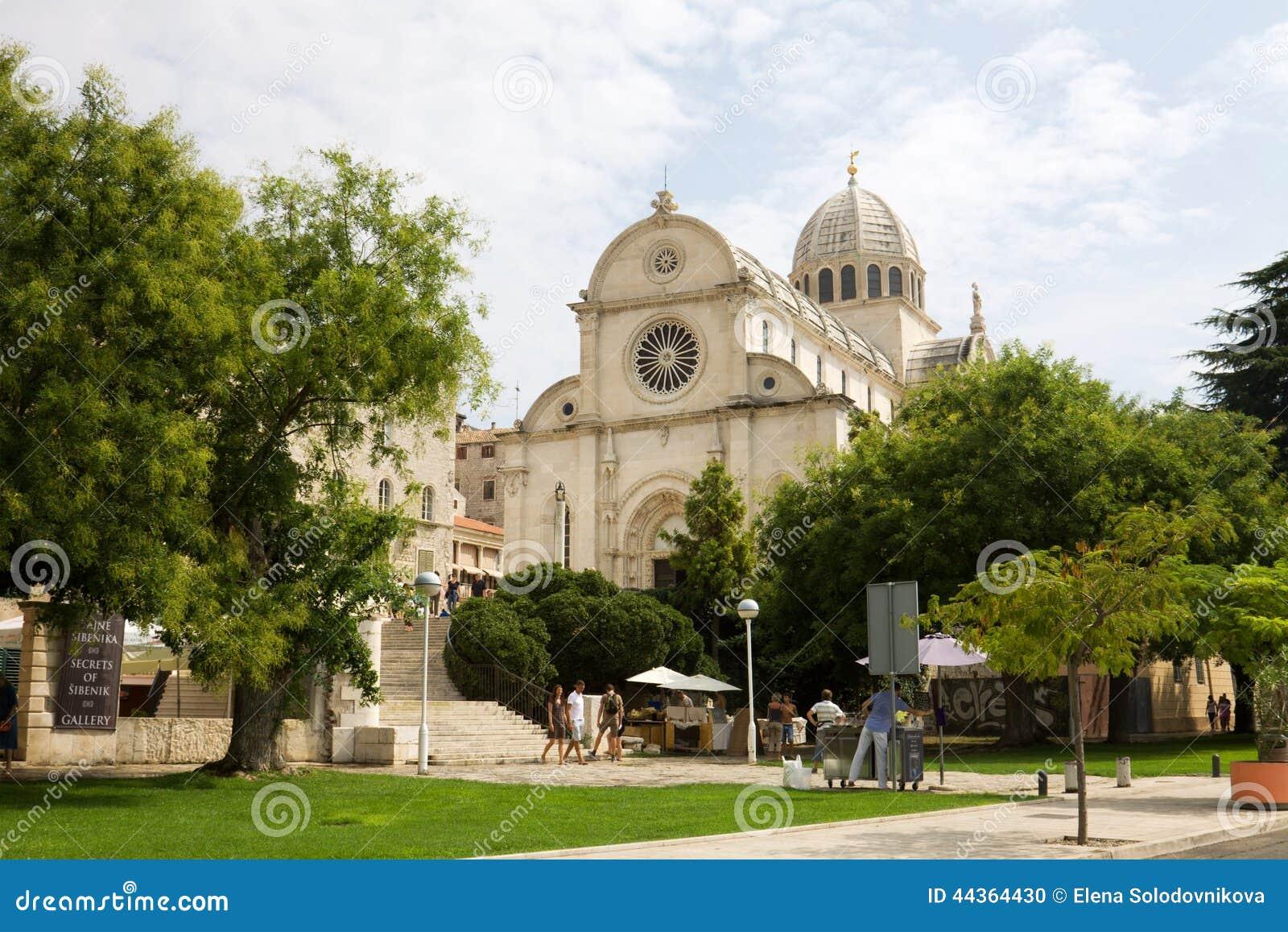 Paesaggio urbano di Shibenik con la cattedrale dello St James