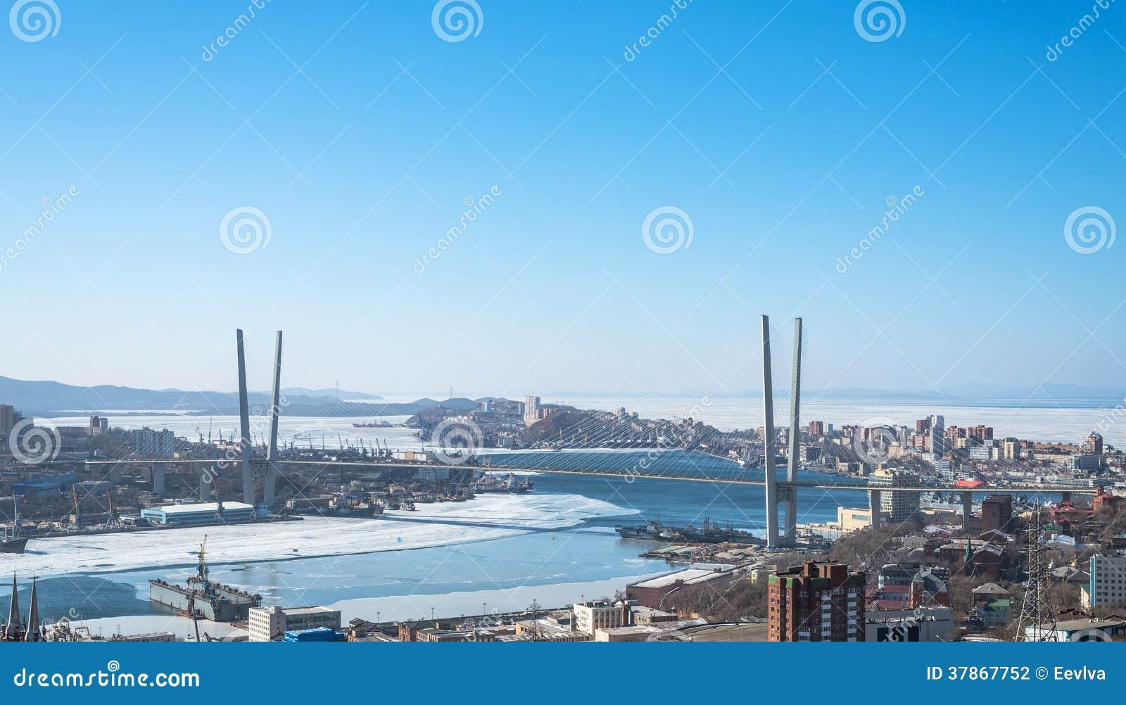 Paesaggio urbano di vladivostok vista di luce del giorno for Piani di luce del giorno