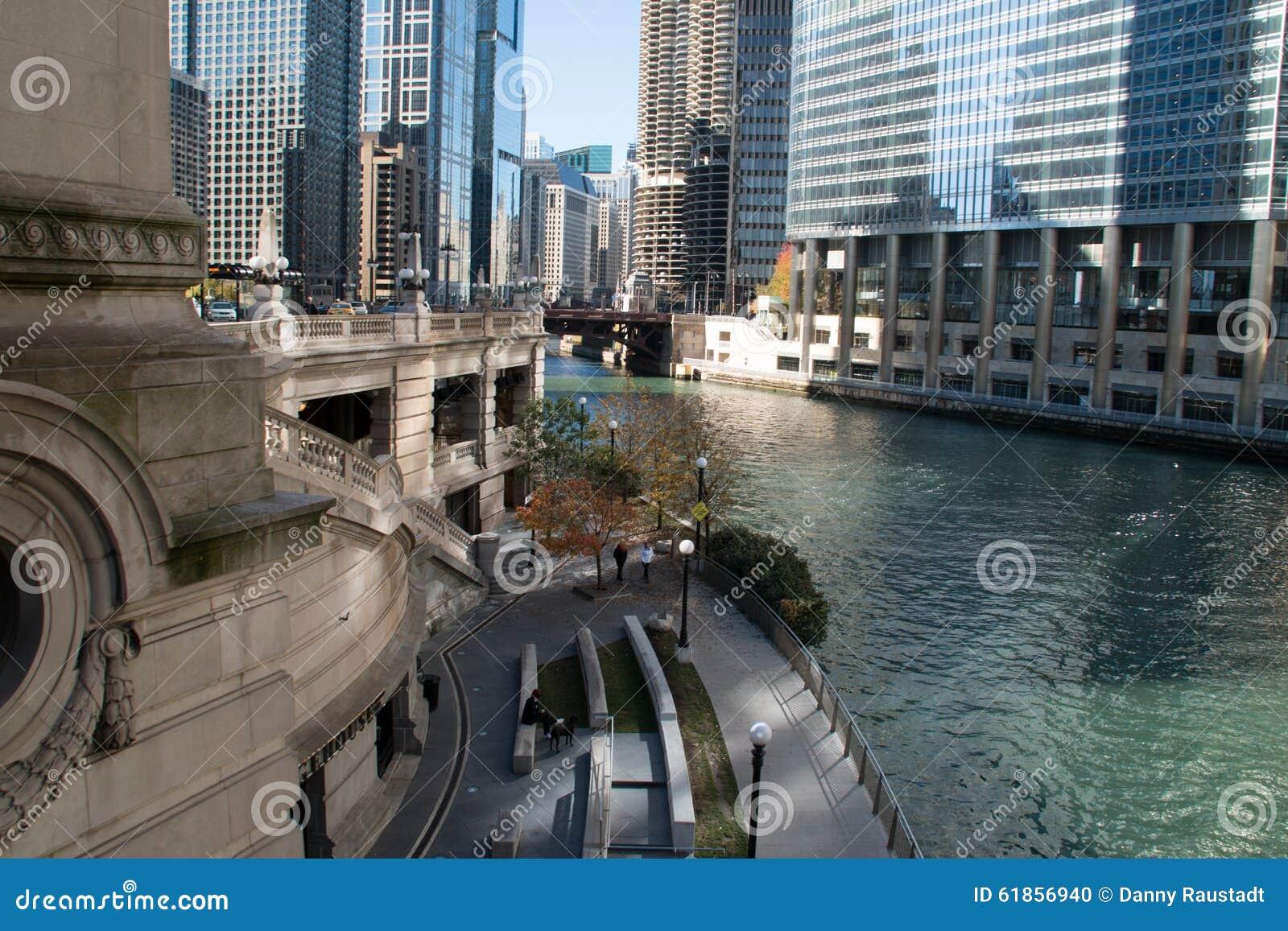Paesaggio urbano moderno e vecchio di Chicago del centro delle costruzioni