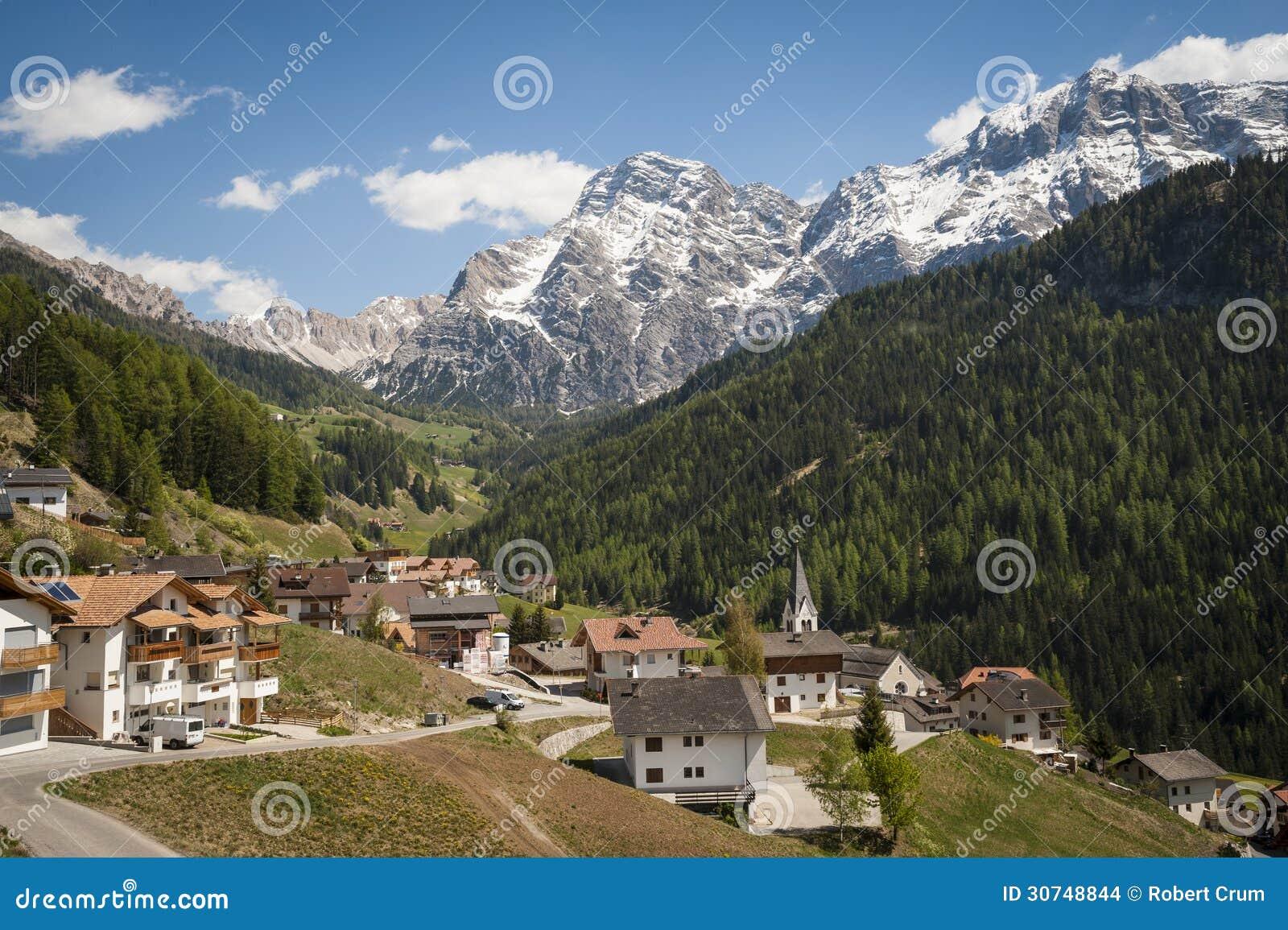 Paesino di montagna regione tirolese di italia del nord for Vacanze nord italia montagna