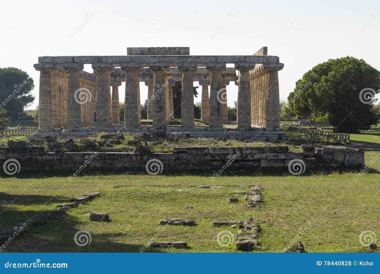Paestum de temple d Athena Greek