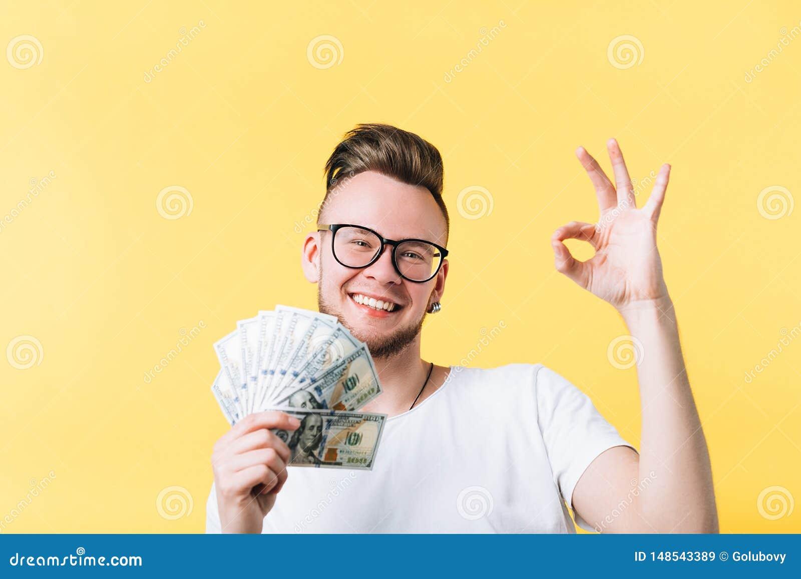 Pagamento giusto del segno dell uomo del mazzo felice dei contanti