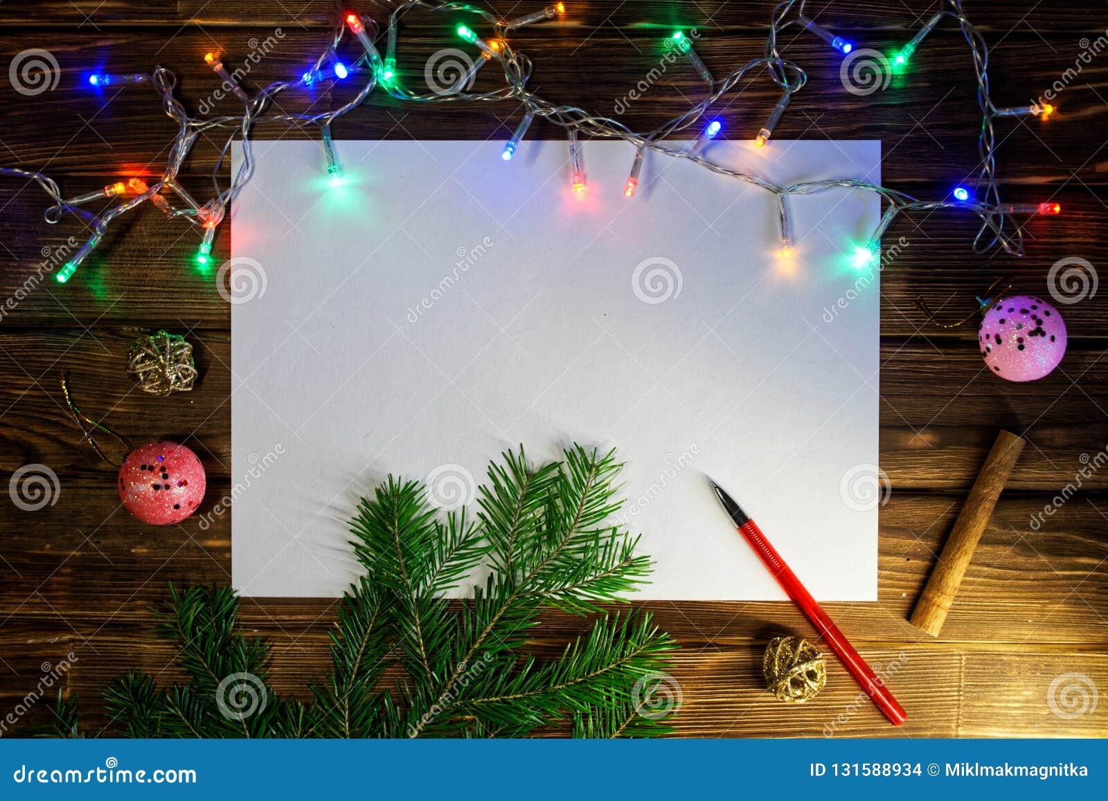 Page blanche pour écrire les souhaits, les félicitations et les cadeaux de nouvelle année an neuf heureux de Noël joyeux