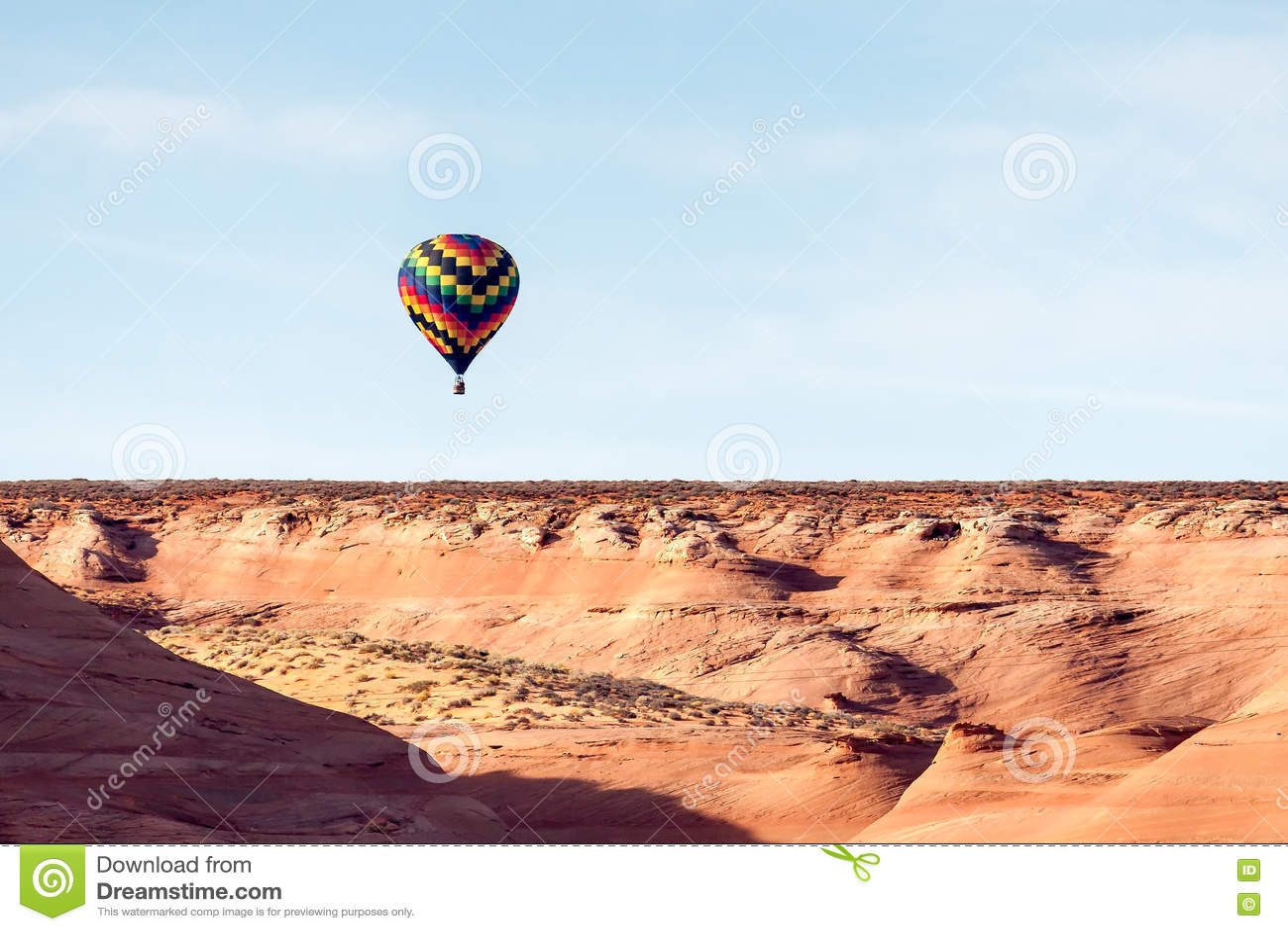 PAGINA, ARIZONA/USA - 8 NOVEMBER: Hete lucht het ballooning dichtbij Pagina binnen