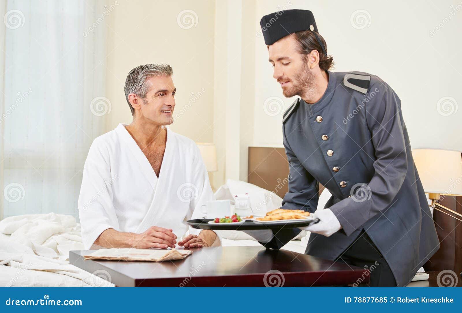 Pagina che porta prima colazione alla camera di albergo