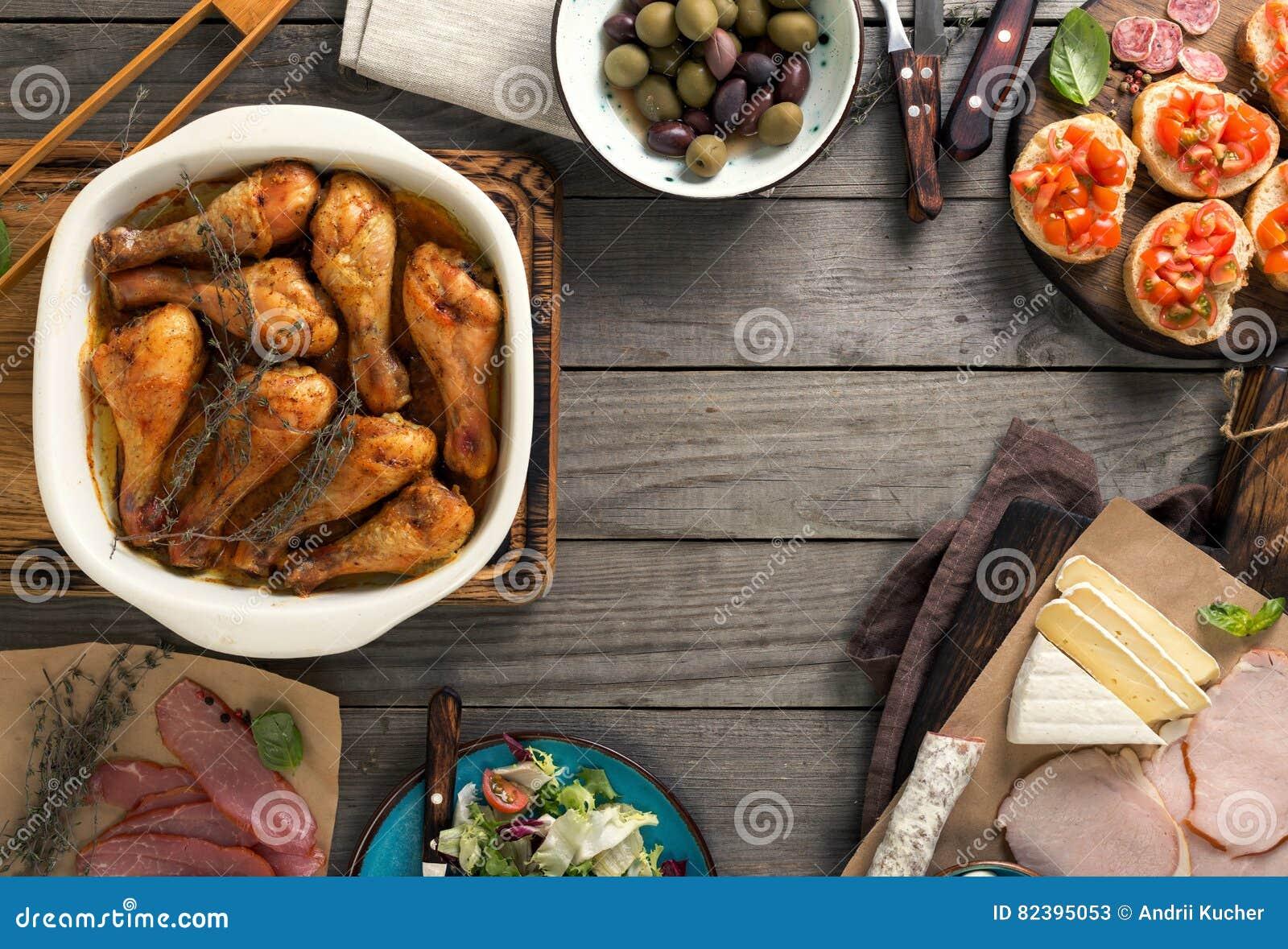 Pagina delle gambe di pollo fritto spuntini sulla tavola for Gambe di legno