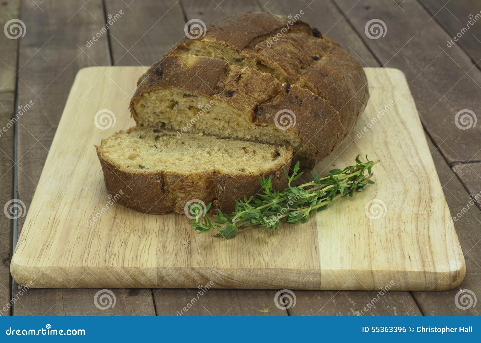 Pagnotta di pane nero integrale