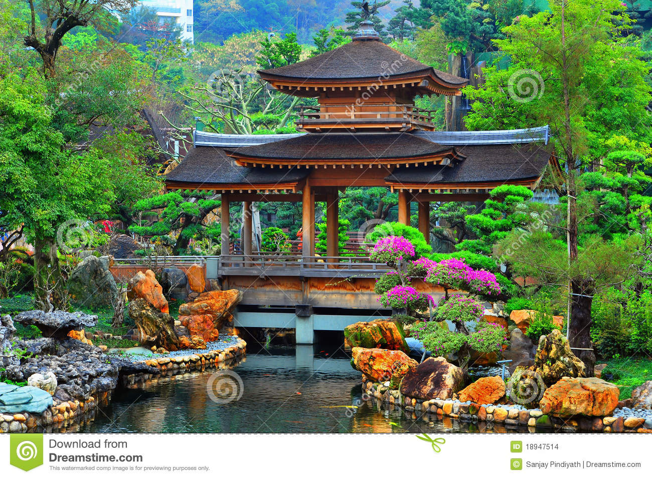 Pagoda in chinese zen garden stock images image 18947514 for Jardin chinois miniature