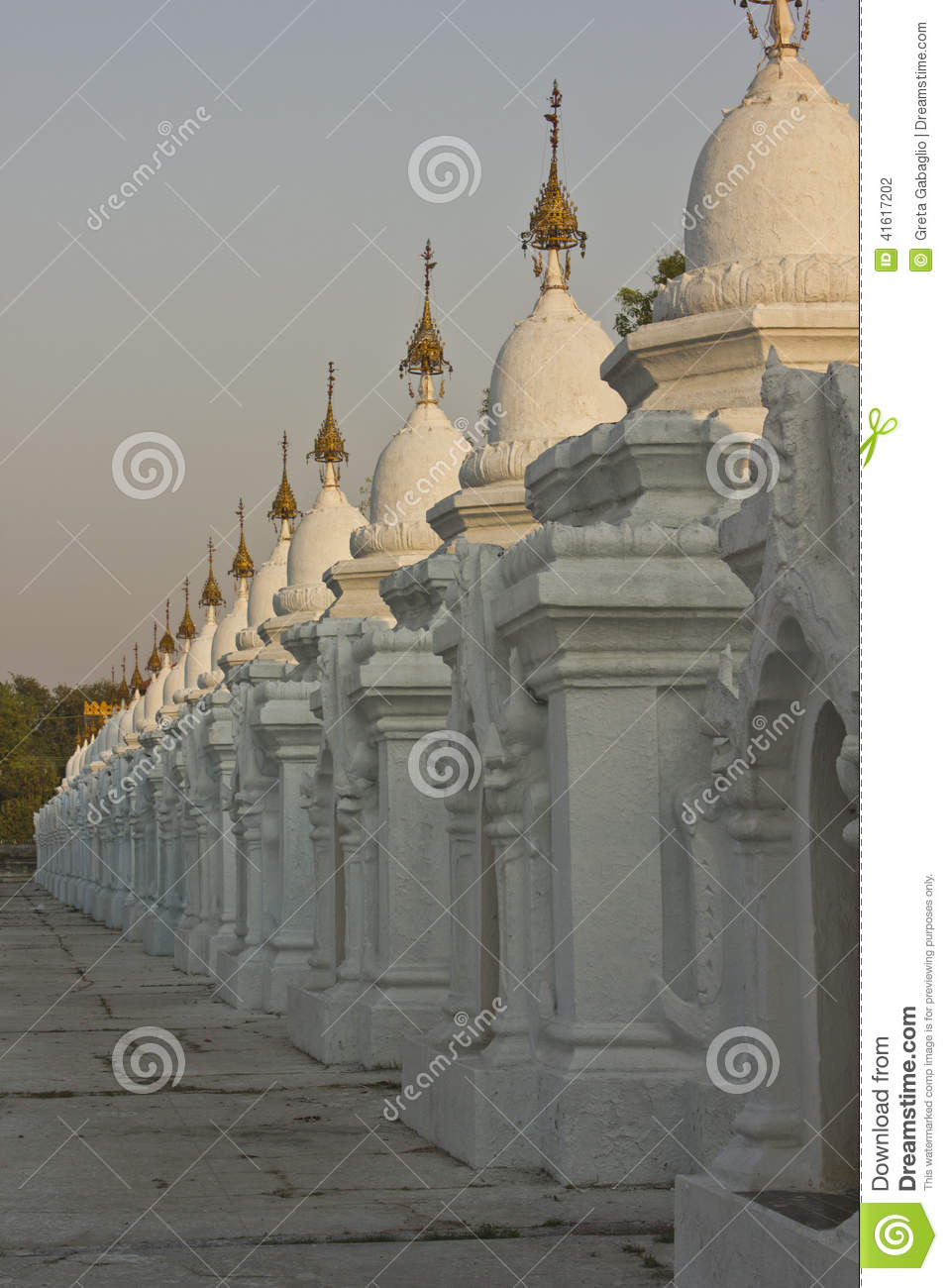 Pagoda D Uthodaw Le Plus Grand Livre Du Monde Photo Stock