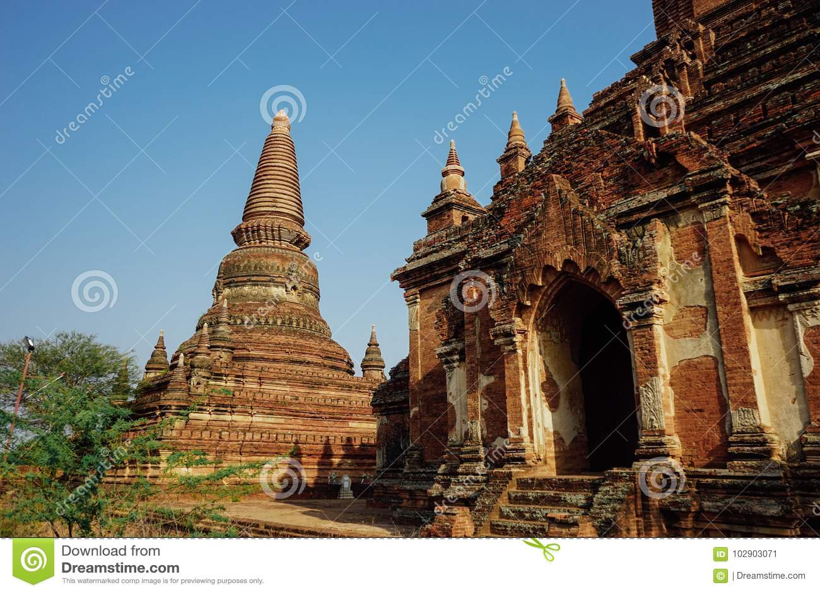 Pagoda de Dhammayazika del templo viejo en Bagan Myanmar