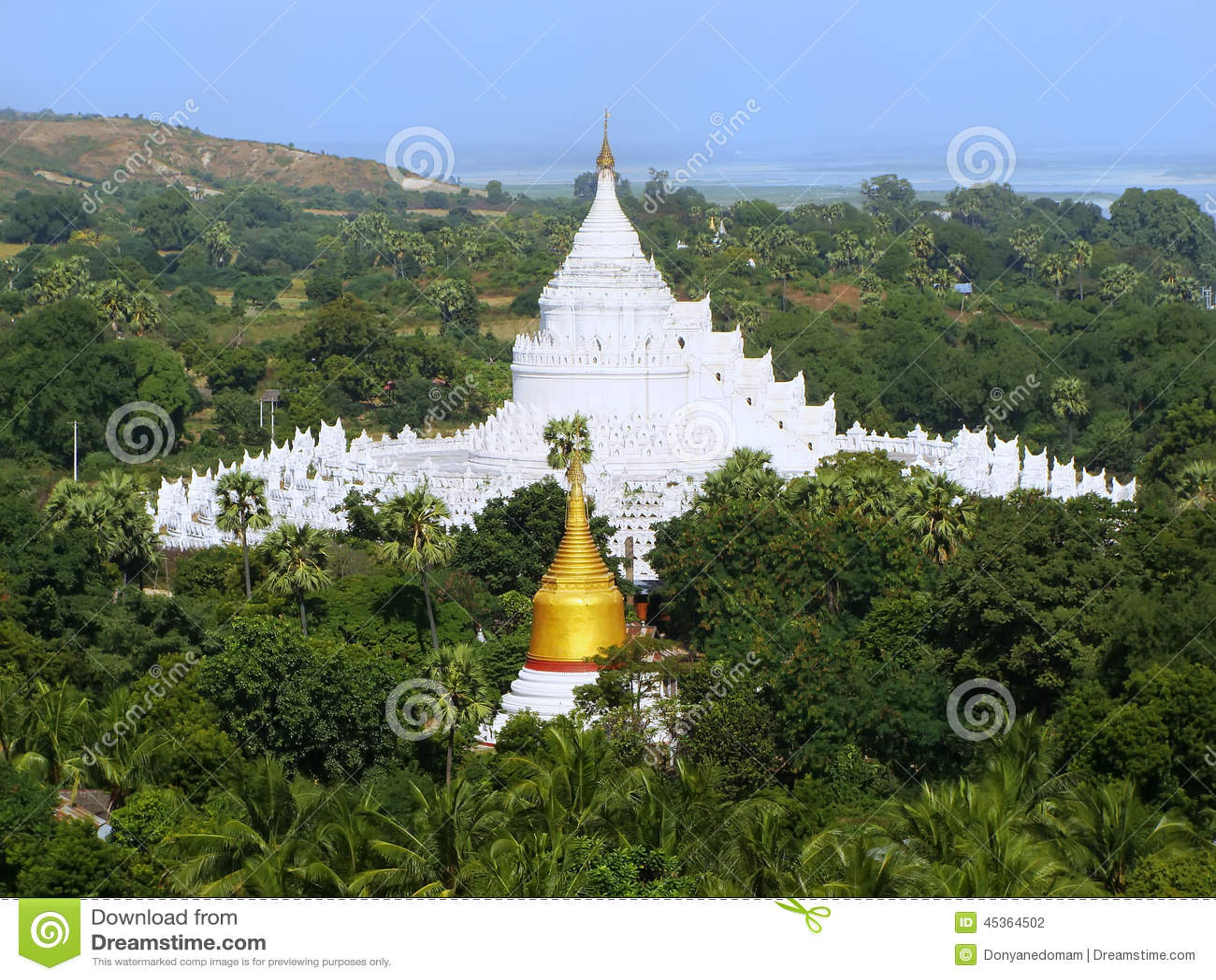 Pagoda de Hsinbyume dans Mingun, Mandalay, Myanmar