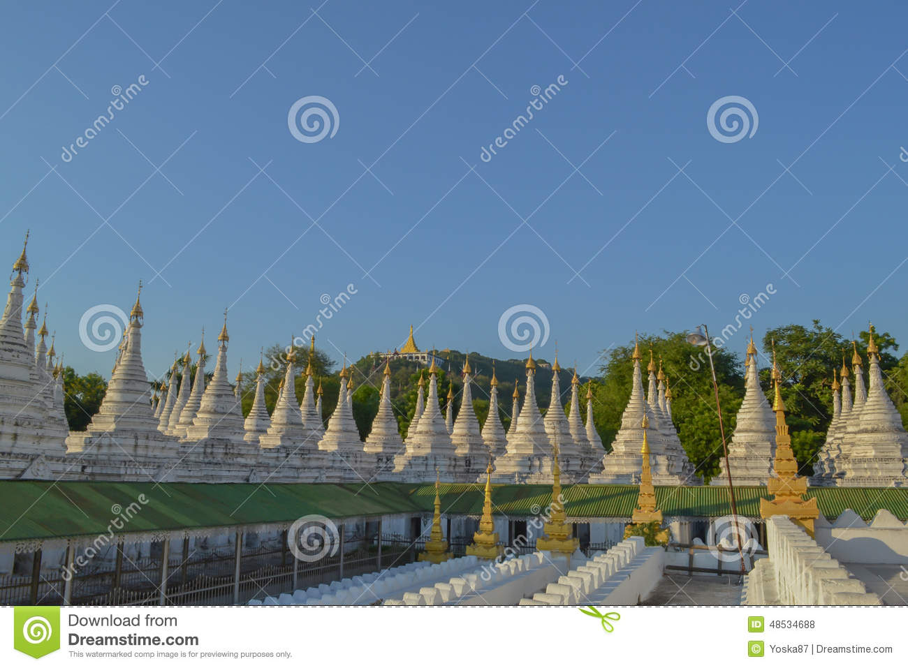 Pagoda De Kuthodaw Le Plus Grand Livre Du Monde Photo
