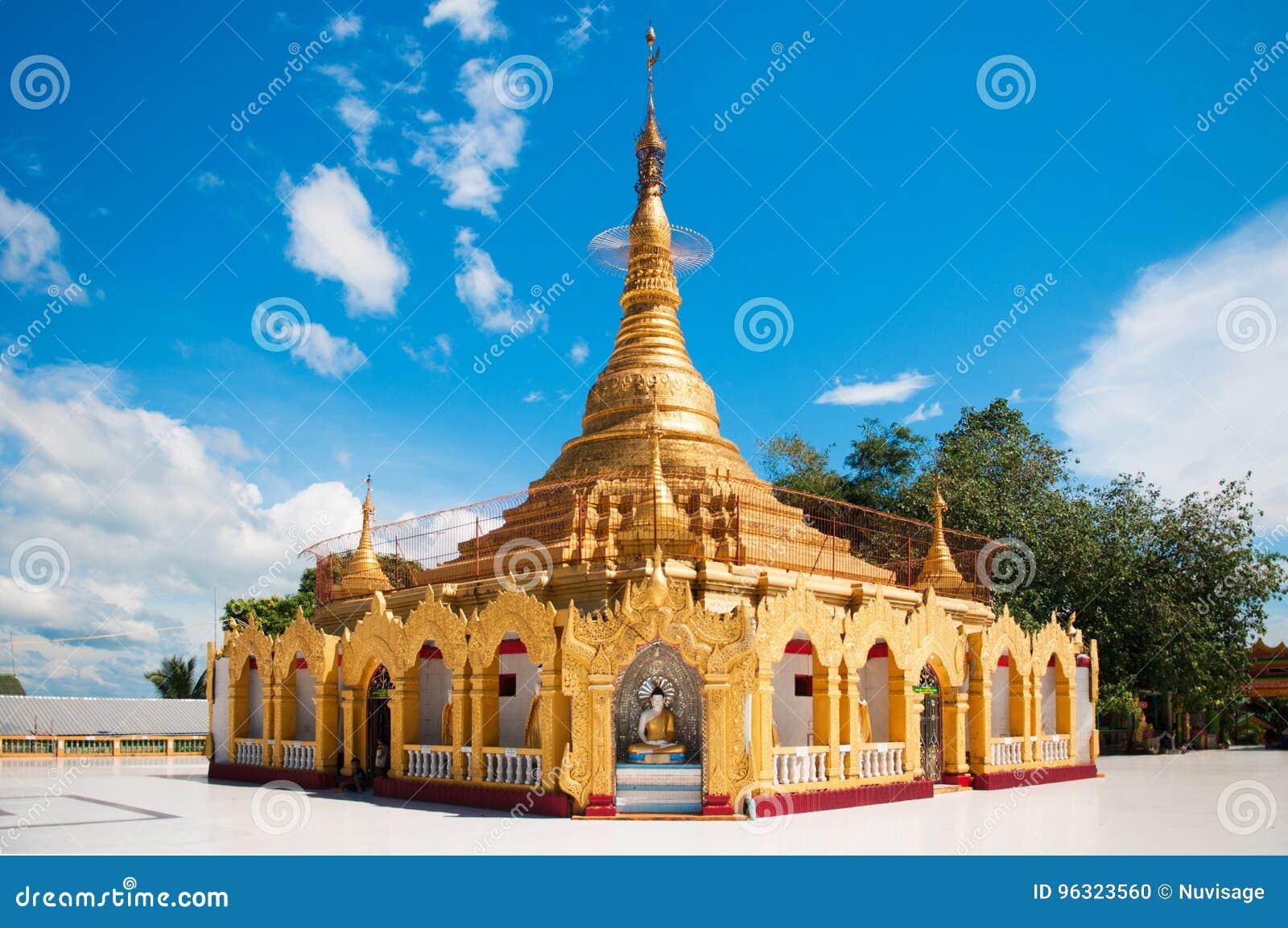 Pagoda de Myanmar dans Kawthaung, Victoria Point