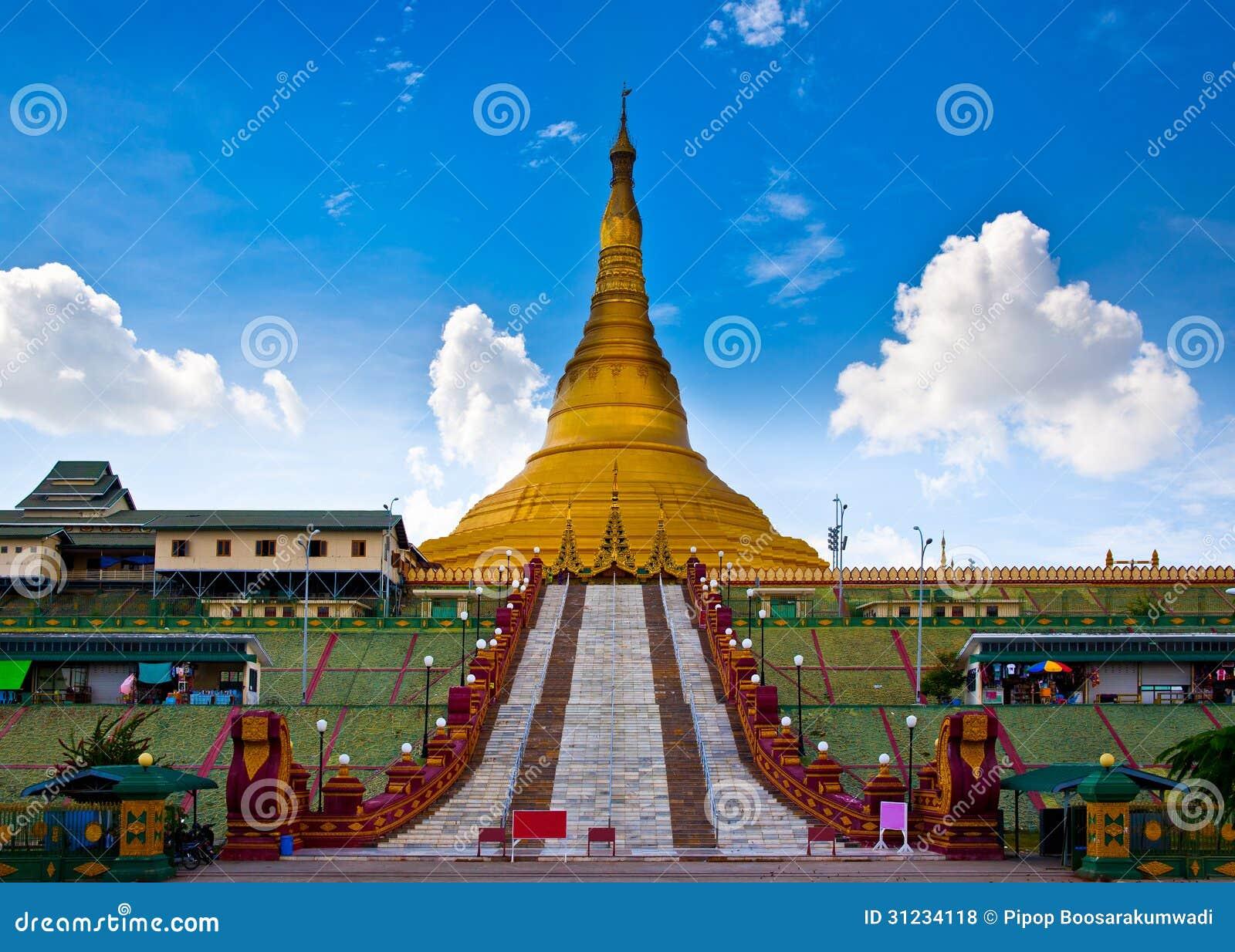 Pagoda de Uppatasanti en la ciudad de Naypyidaw (Nay Pyi Taw), capital de Myanmar (Birmania).