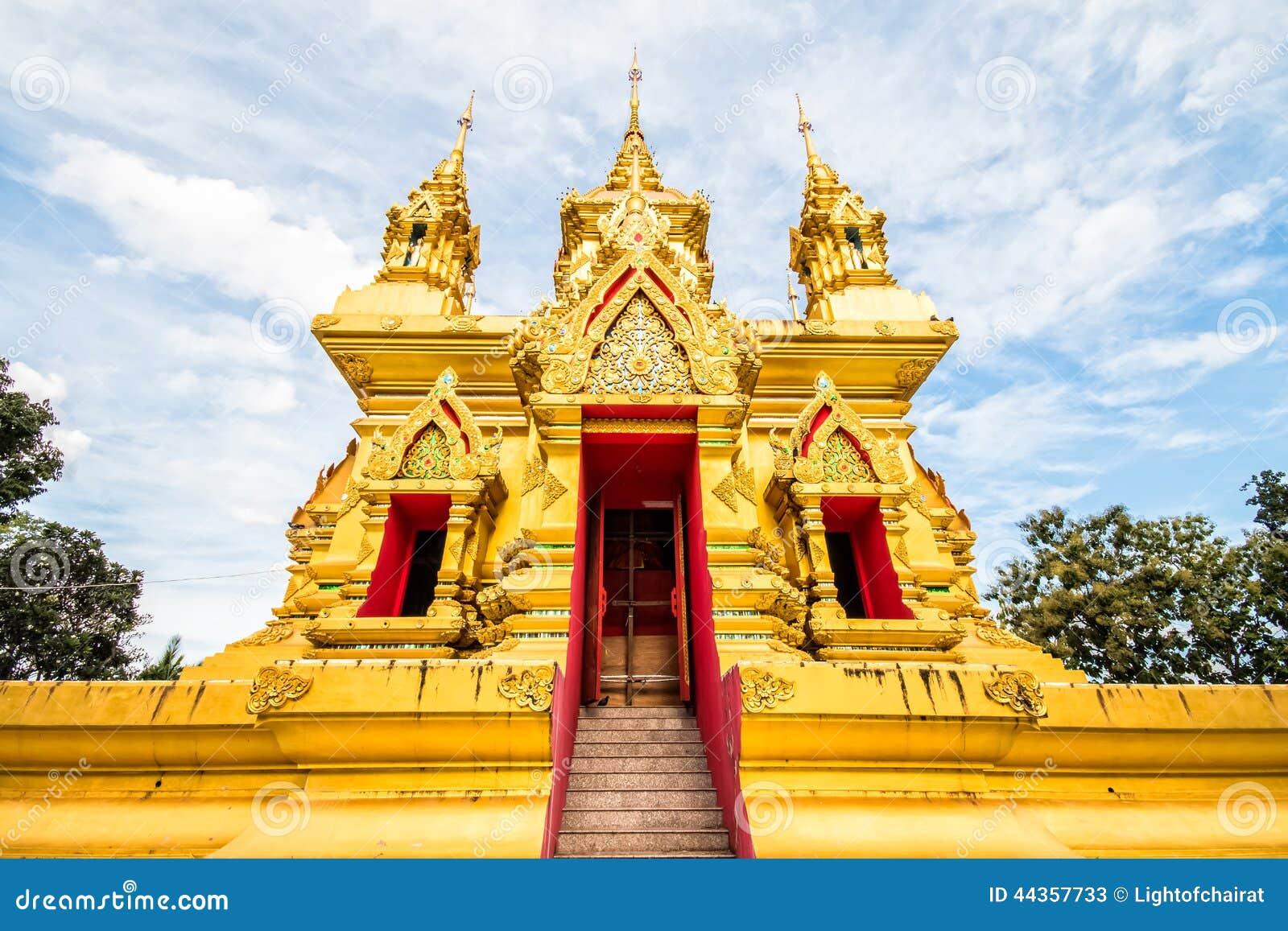 Pagoda dorata in chiangmai Tailandia