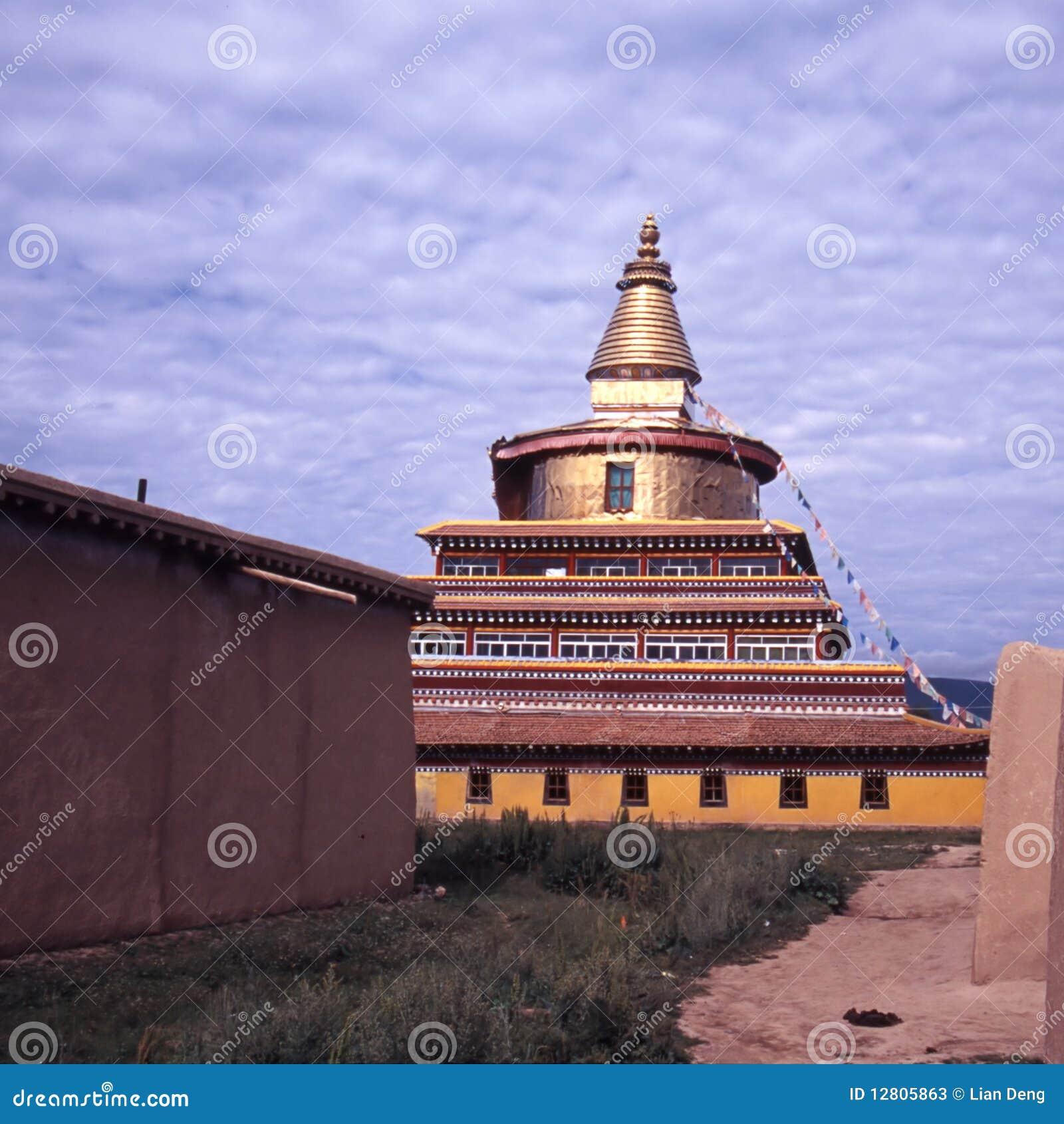 Pagoda dourado