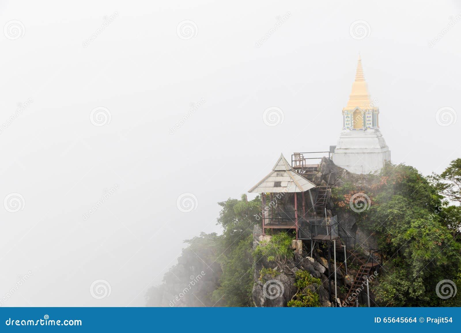 Pagoda sur la falaise