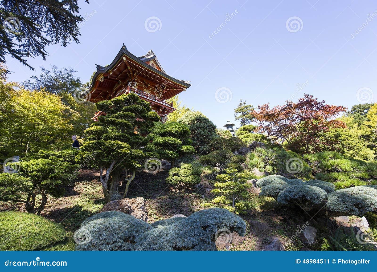 Pagoda y rboles rojos en un jard n japon s foto de for Arboles jardin japones