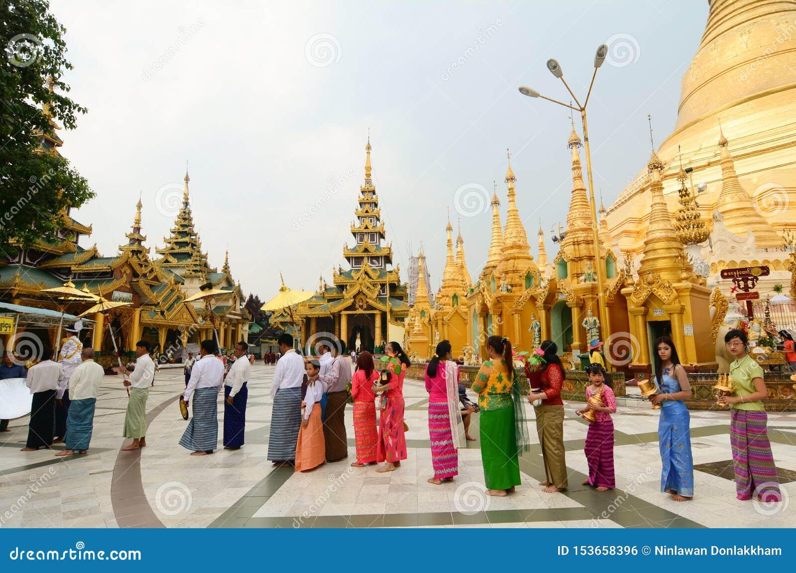 Pagode de Shwedagon Paya em Yangon, Myanmar