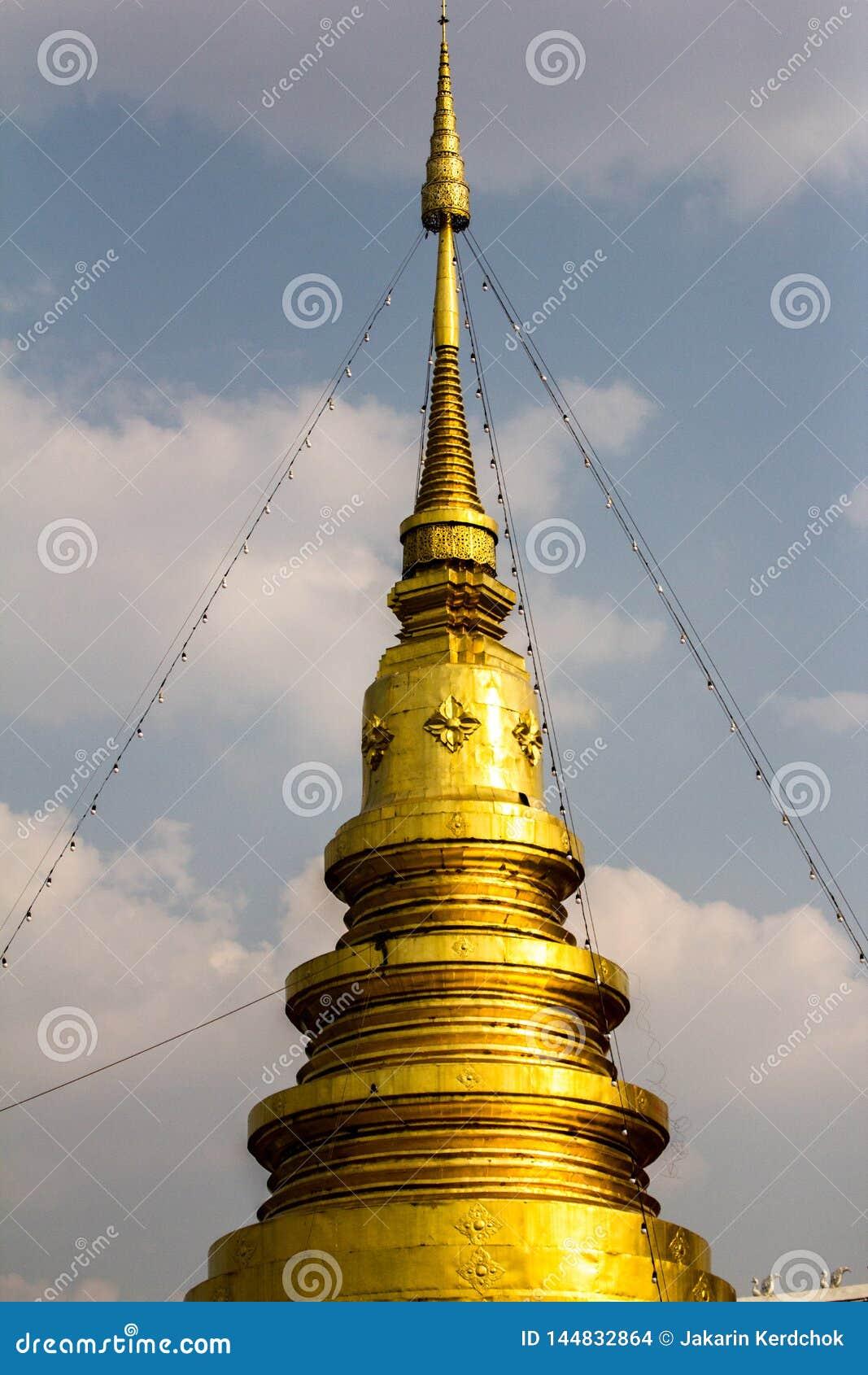 Pagode Tailândia do ouro no norte de Tailândia