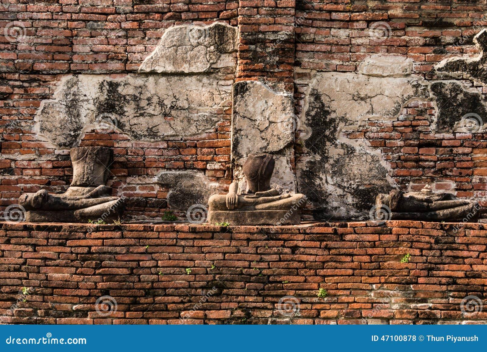 Pagode und Buddha-Status bei Wat Yai Chaimongkol