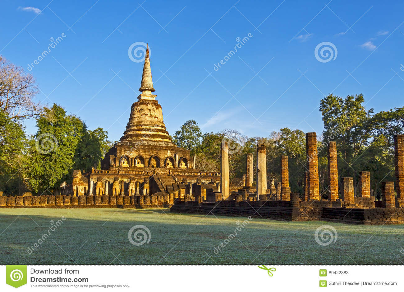 Pagode Wat Chang Lom e luz suave