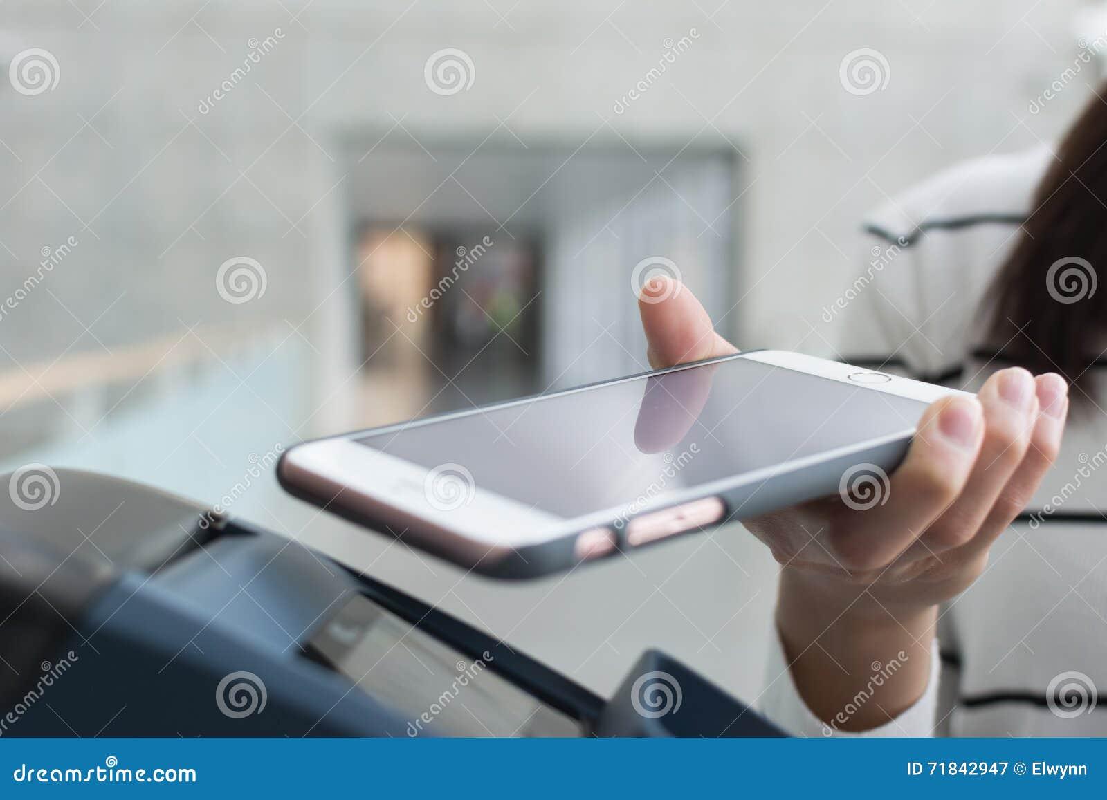 Pague a conta por NFC